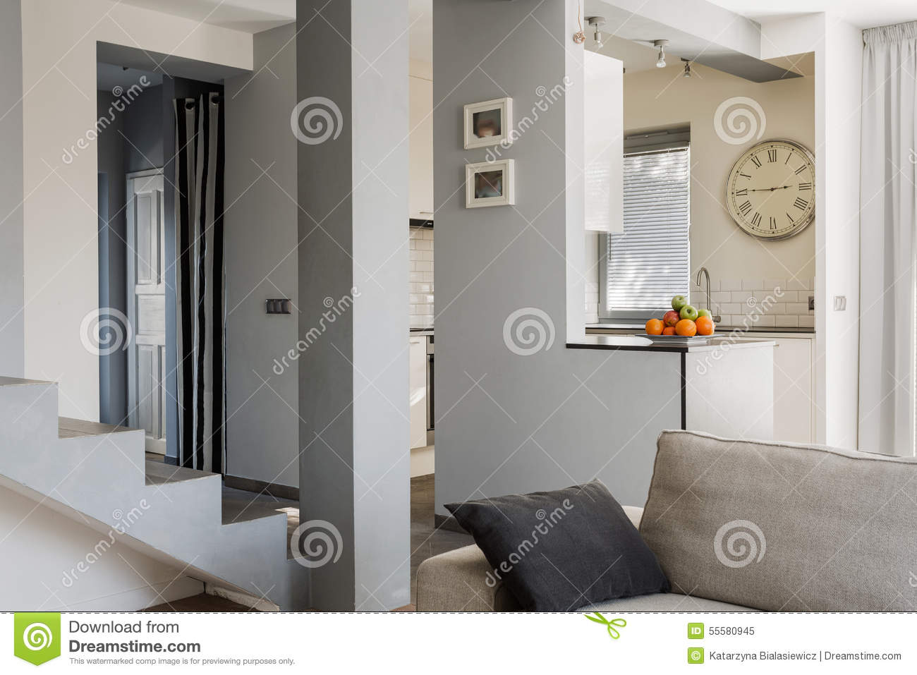 treppe im wohnzimmer stockfoto bild 55580945. Black Bedroom Furniture Sets. Home Design Ideas