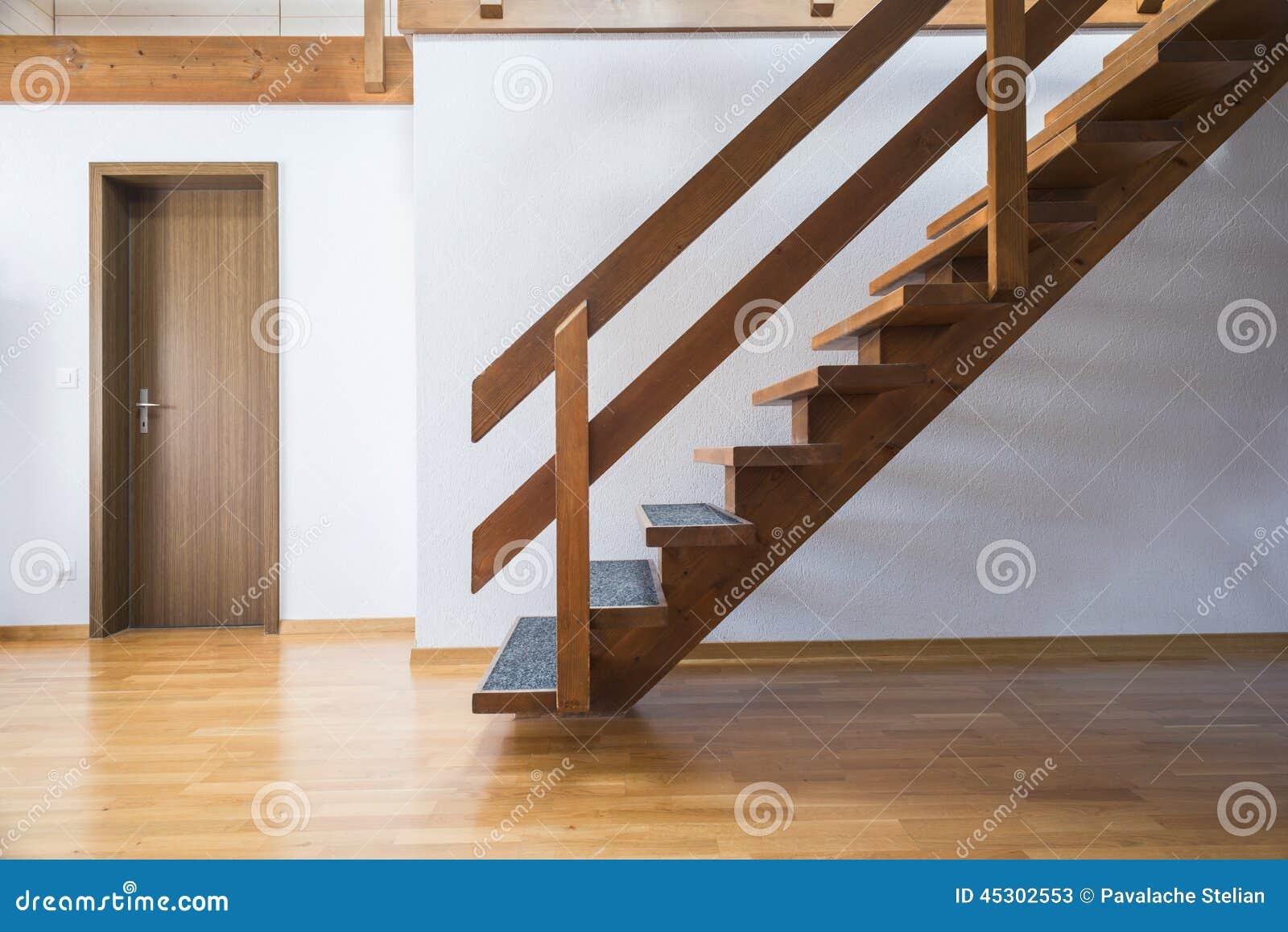 treppe zum dachboden stockbild bild von haupt unbesetzt. Black Bedroom Furniture Sets. Home Design Ideas