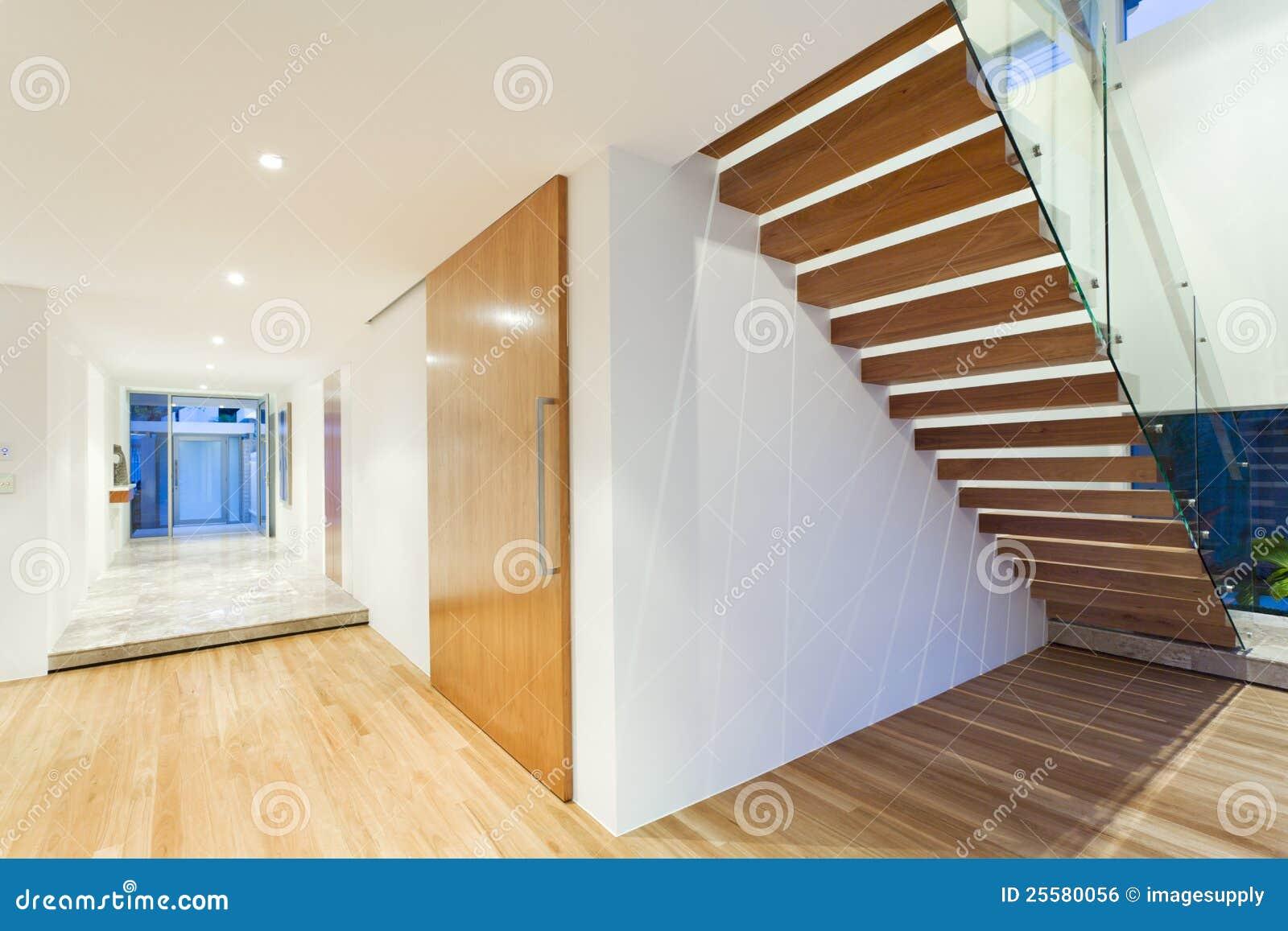 Treppenhaus Im Modernen Haus Stockfoto - Bild von minimal ...