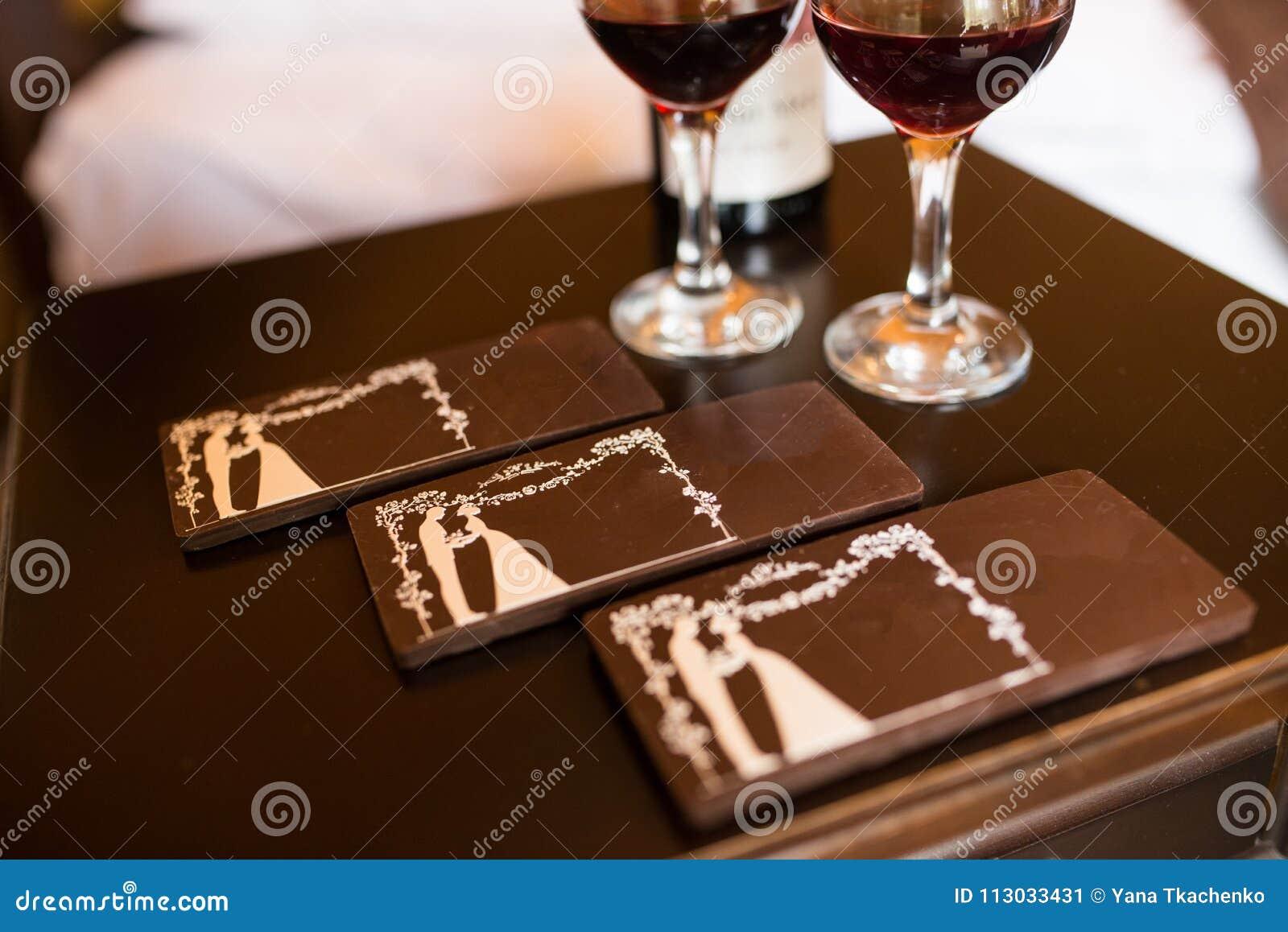 Tres barras de chocolate con la imagen de la novia y del novio Caramelo de chocolate,