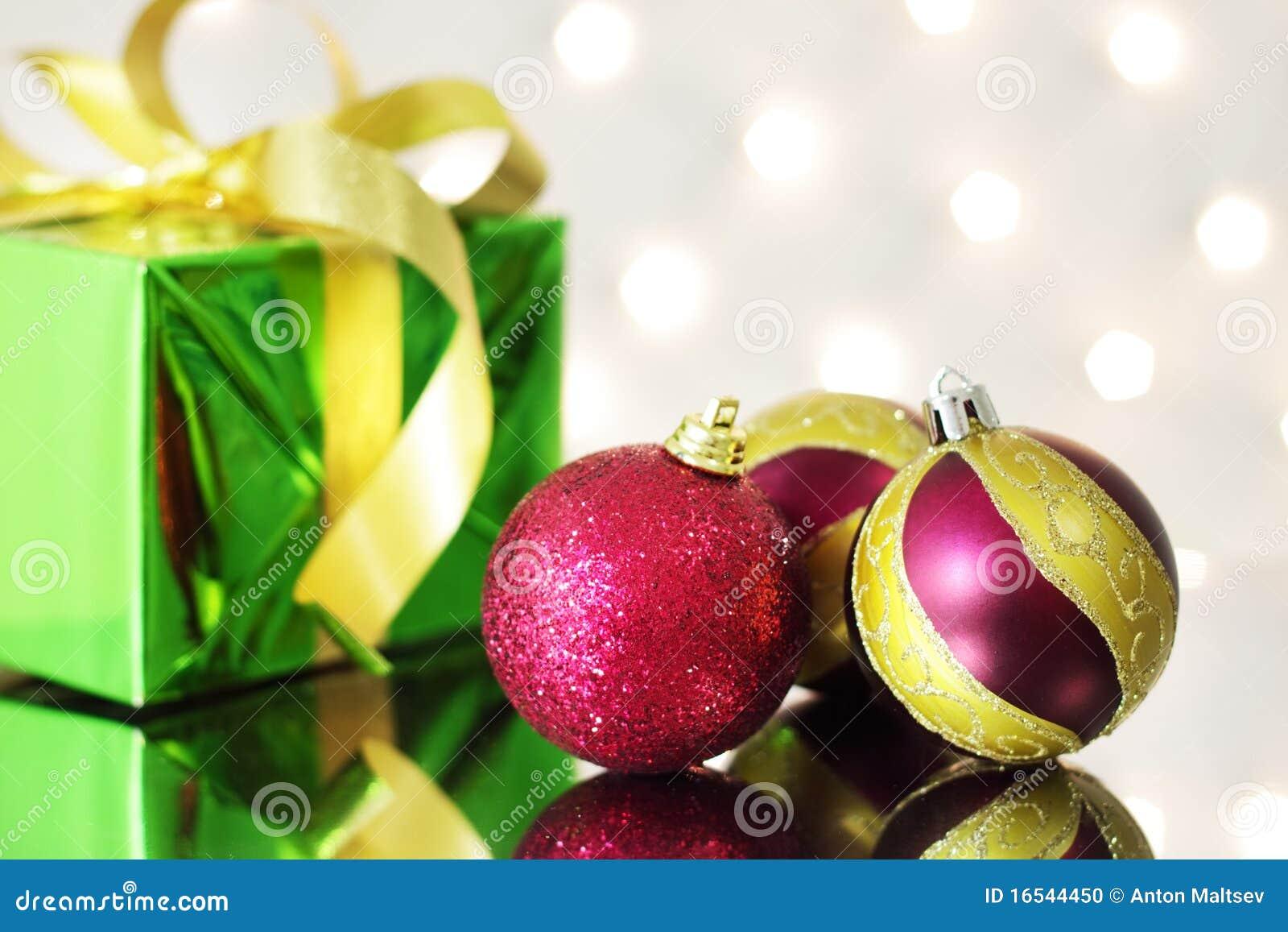 Tres bolas rojas de la navidad foto de archivo imagen - Bolas de navidad rojas ...