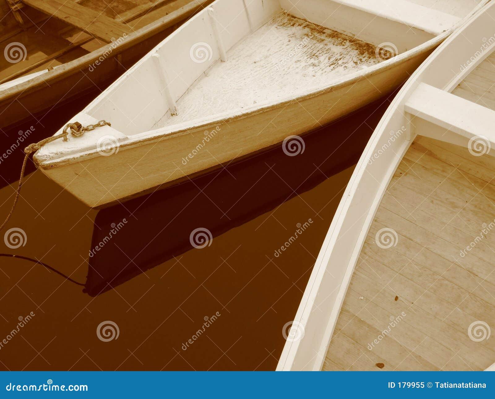 Tres botes de remos