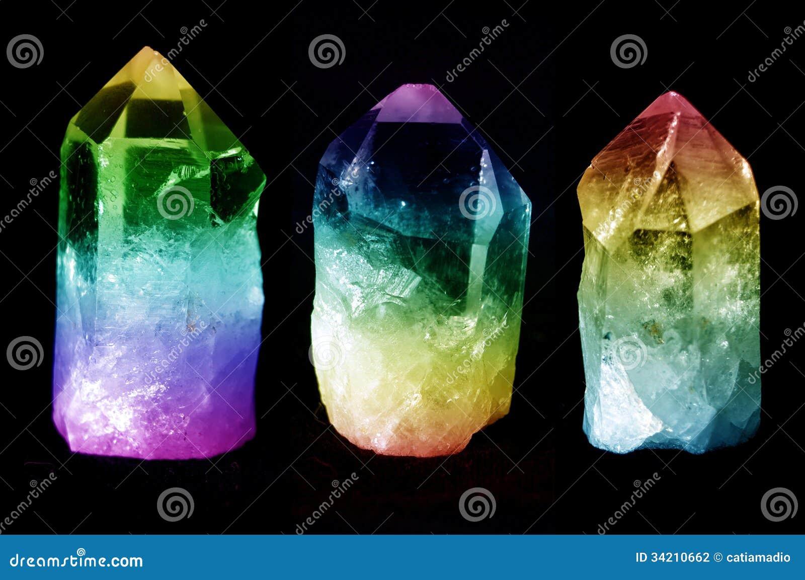 Tres cristales de cuarzo
