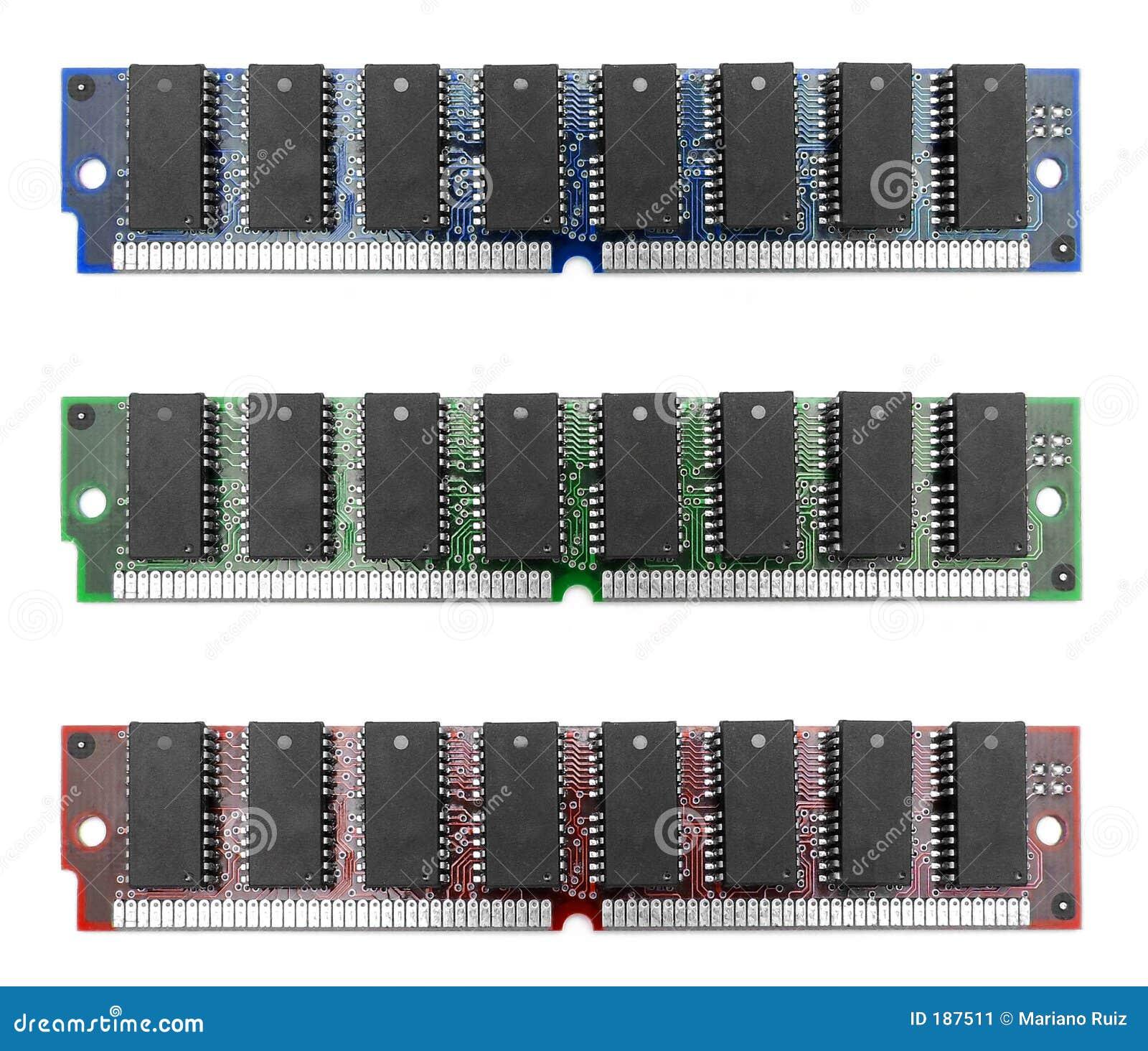 Tres módulos de la memoria RAM
