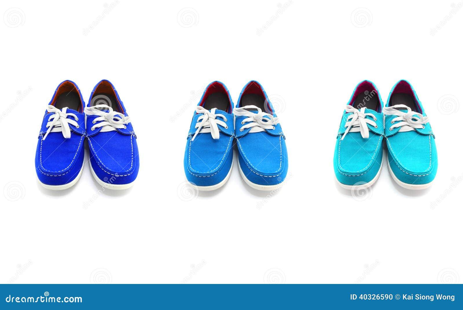 Tres Pares De Zapatos Azules Del Hombre De Colores Foto de