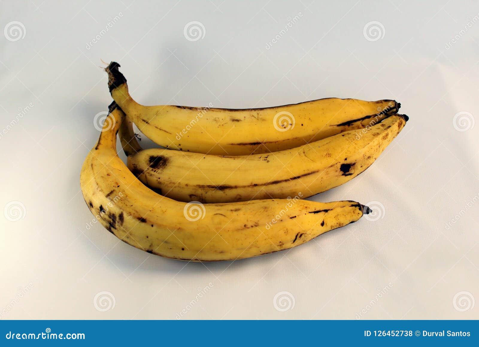 Tres plátanos de la tierra