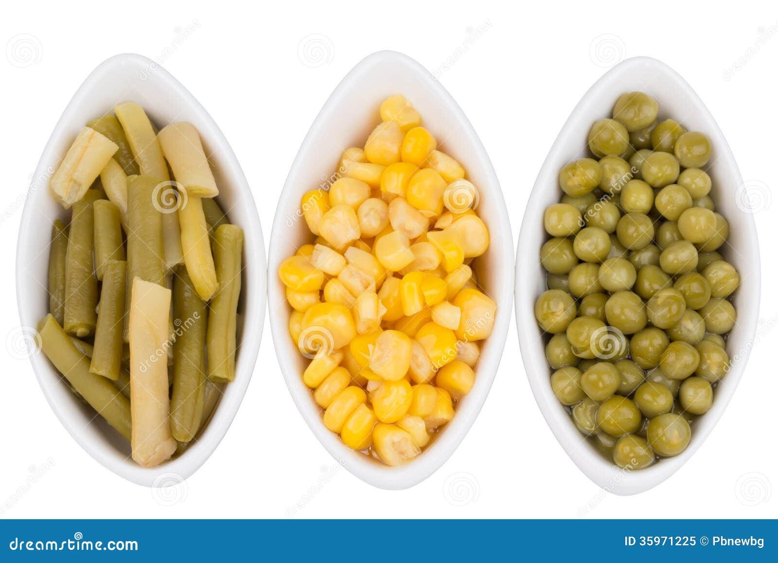 Tres tazas de maíz, de guisantes verdes y de habas