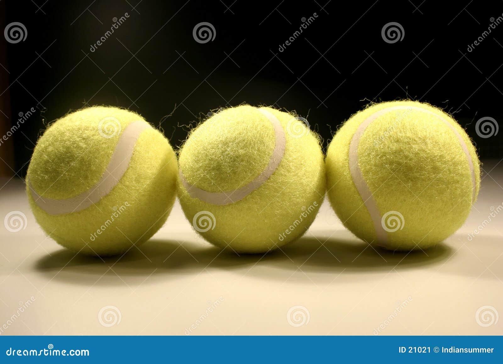 Tres tenis-bolas II