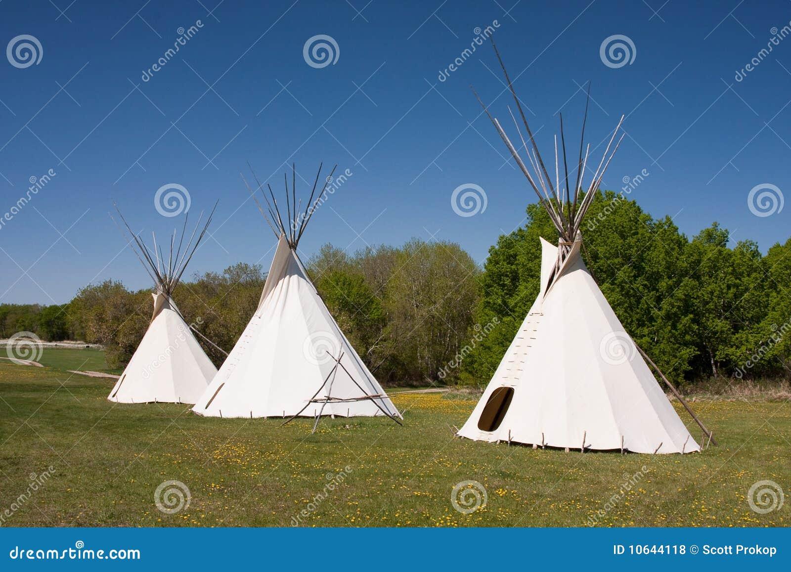 Tres tiendas de los indios norteamericanos indias