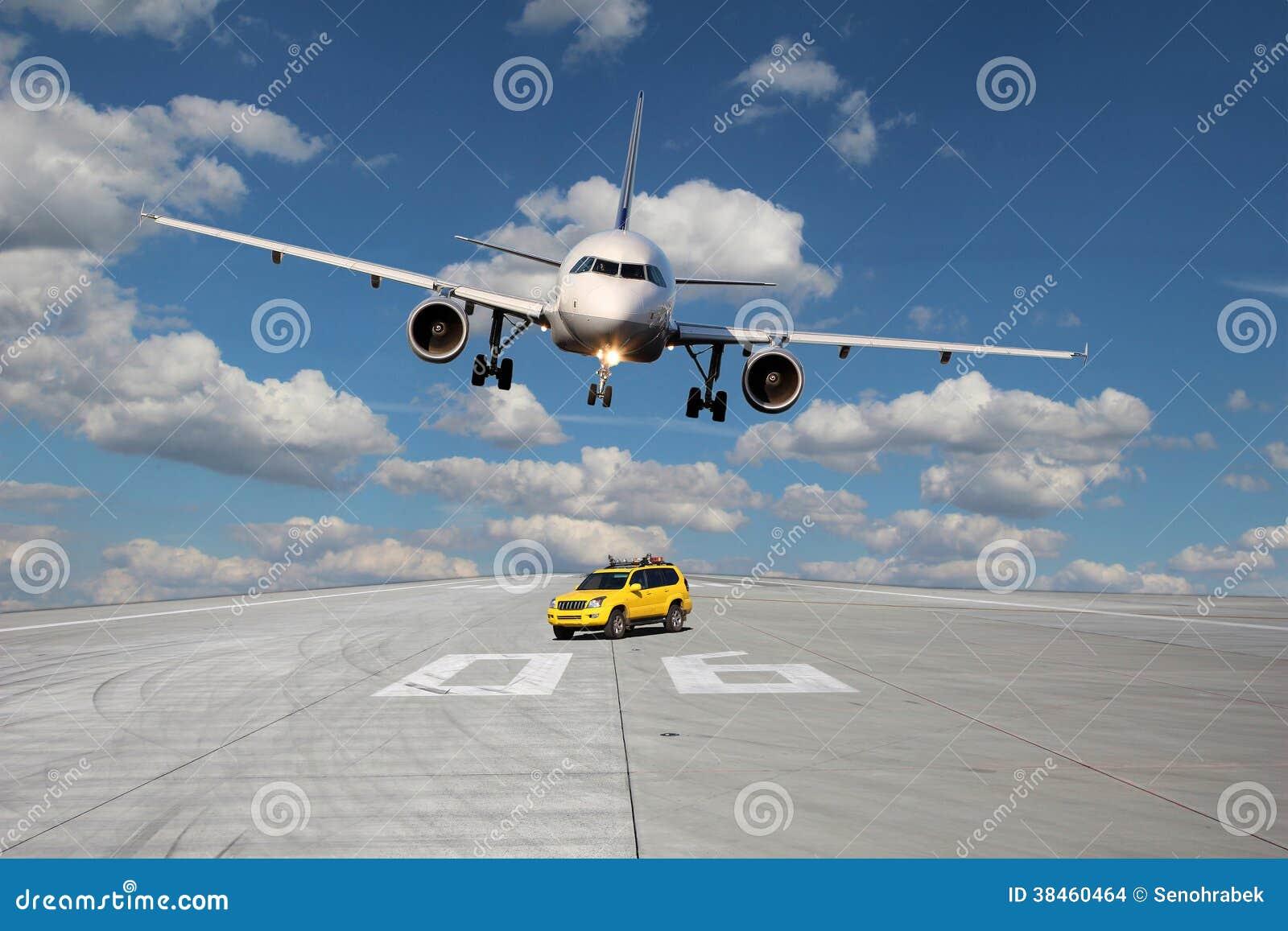 treshold de piste avec la voiture et l 39 avion photo stock image du guide arriv e 38460464. Black Bedroom Furniture Sets. Home Design Ideas