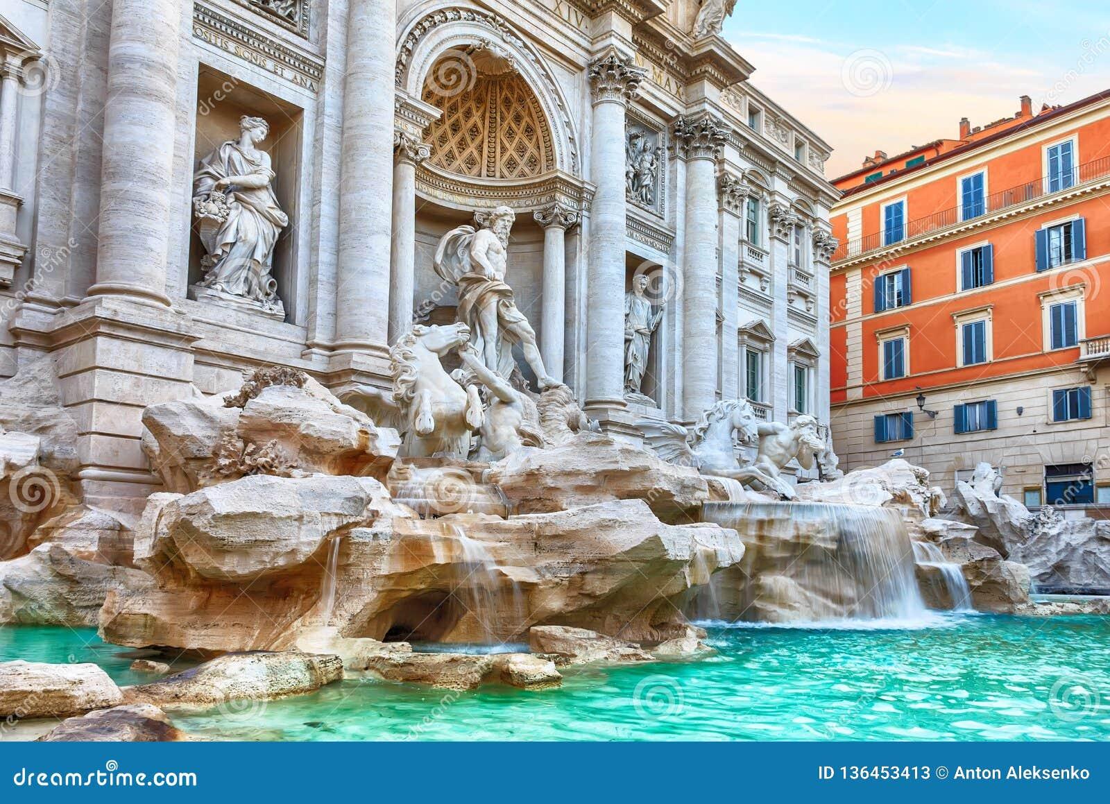 Trevi fontanna w Rzym, sławny włoski widok