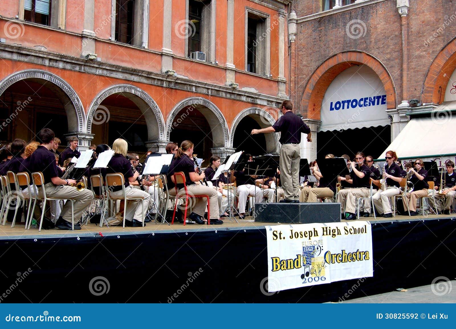 Treviso, Italia: Concerto dell orchestra nel quadrato principale