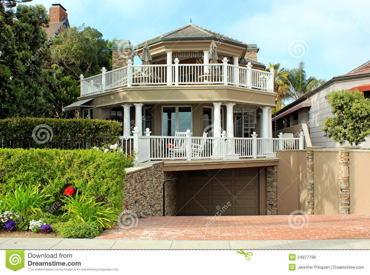 Tri level home editorial image image of wealth coronado for Tri level house pictures