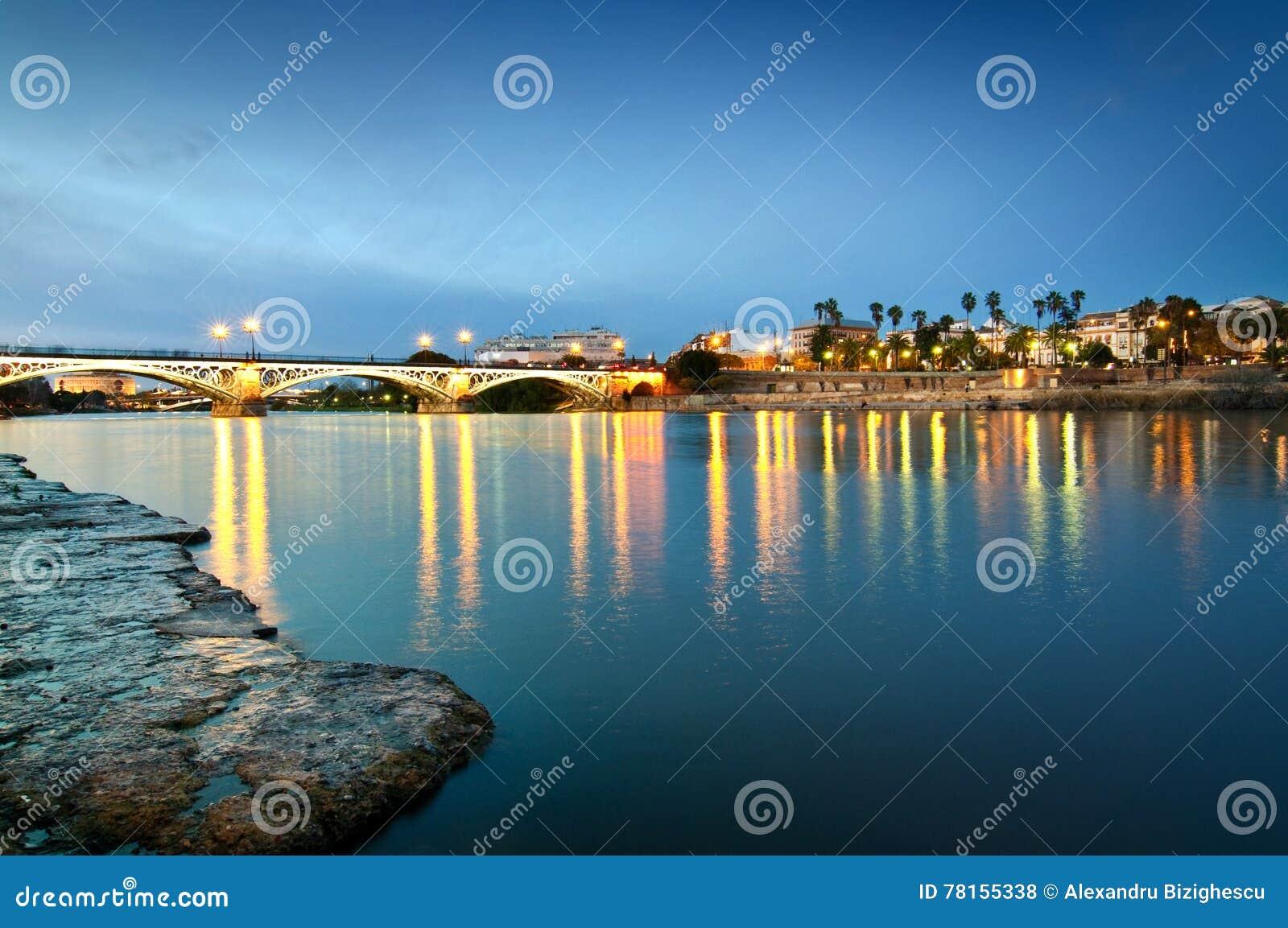 Triana-Brücke im Abendlicht, Sevilla Spain