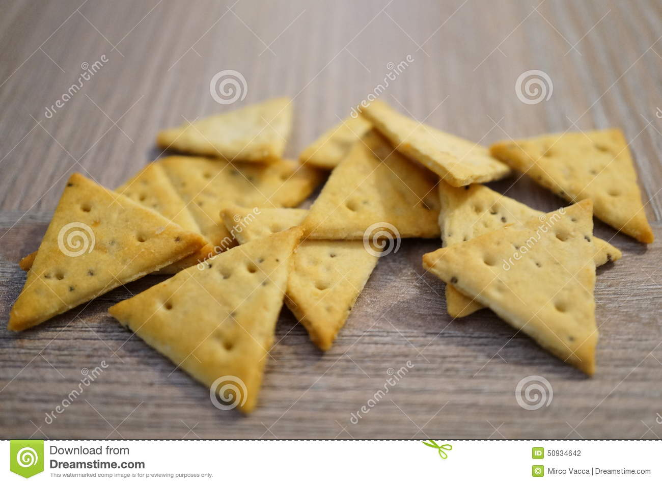 triangle-crackers-group-wood-50934642.jp