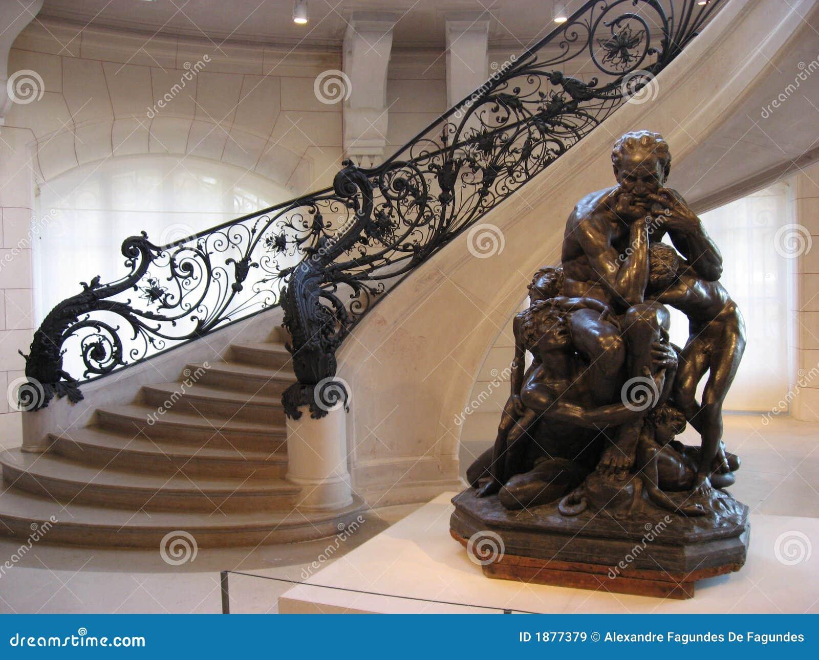 Trianon för paris petit sittande trappastaty