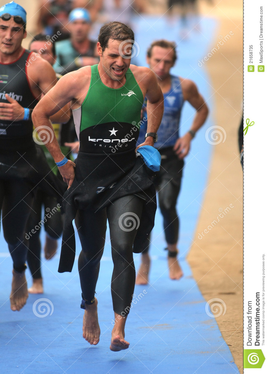 Triathletes sur la zone de passage