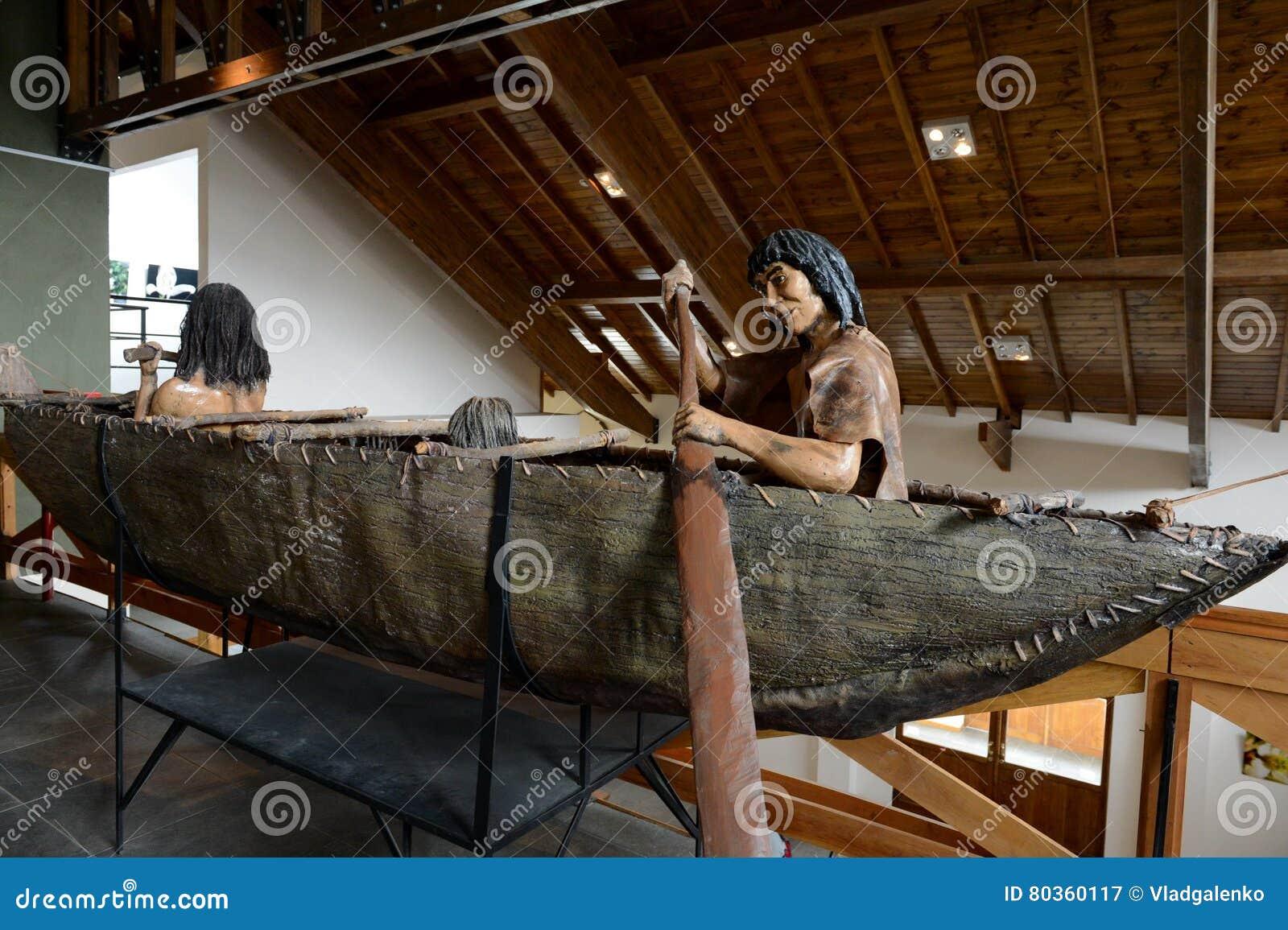Tribo dos indianos de Yamana no museu do parque nacional de Tierra del Fuego