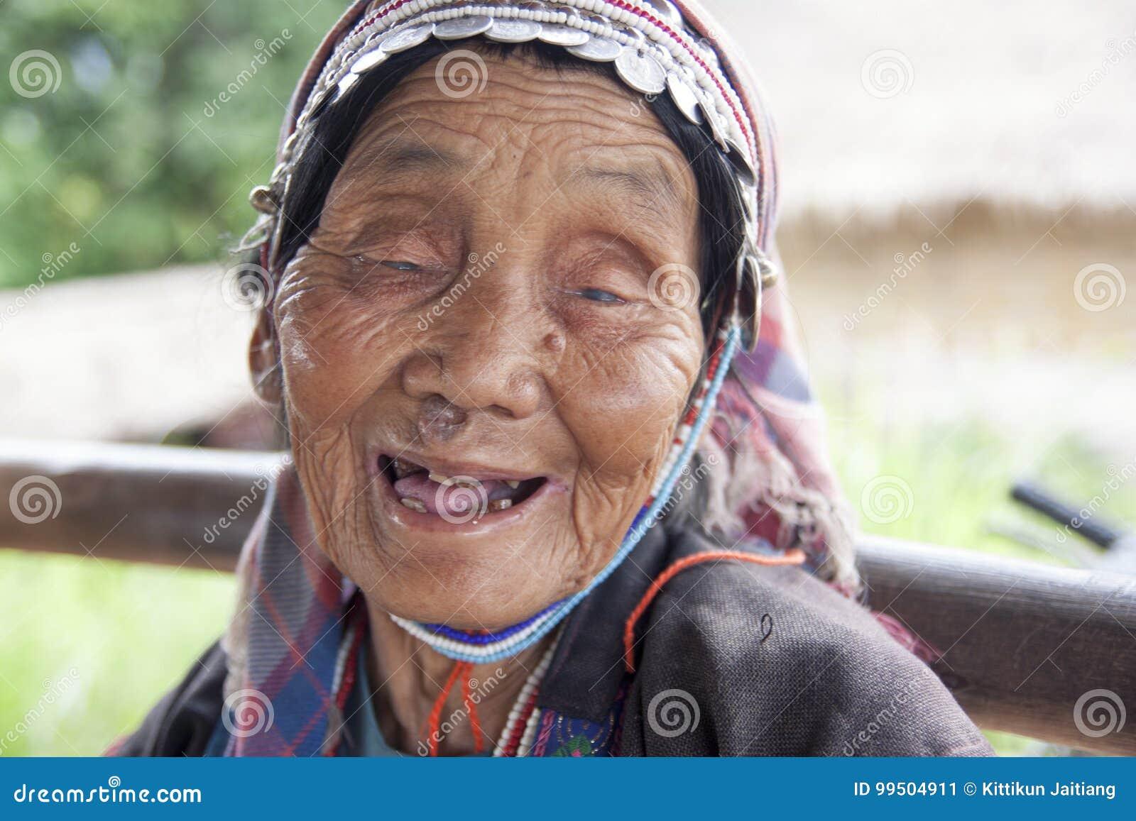 Tribu non identifiée d Akha