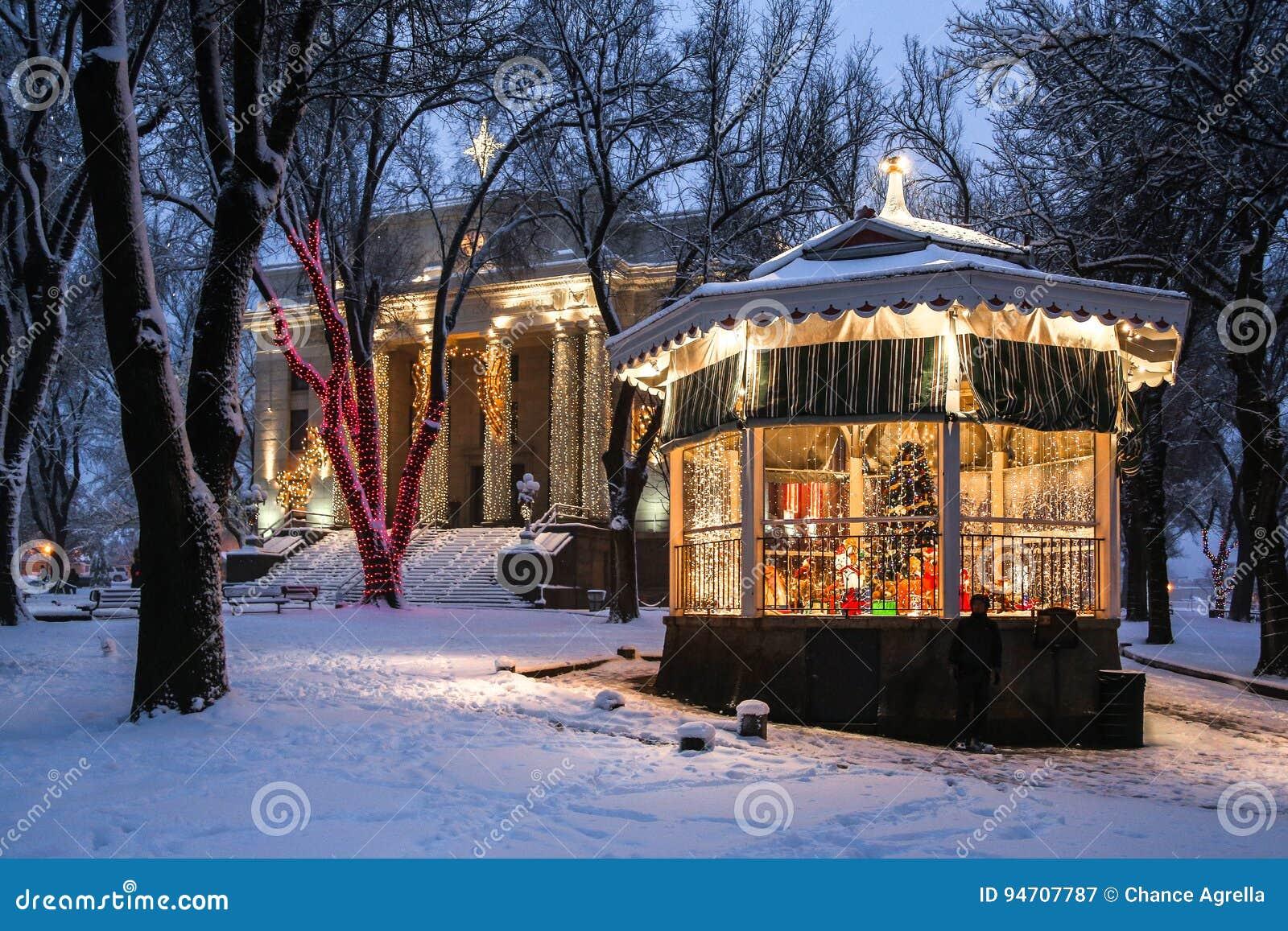 Tribunal y gazebo en la nieve