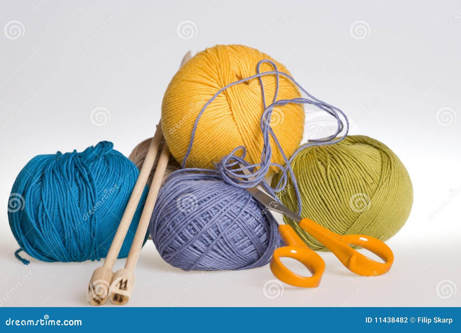 Tricotage, filé et ciseaux