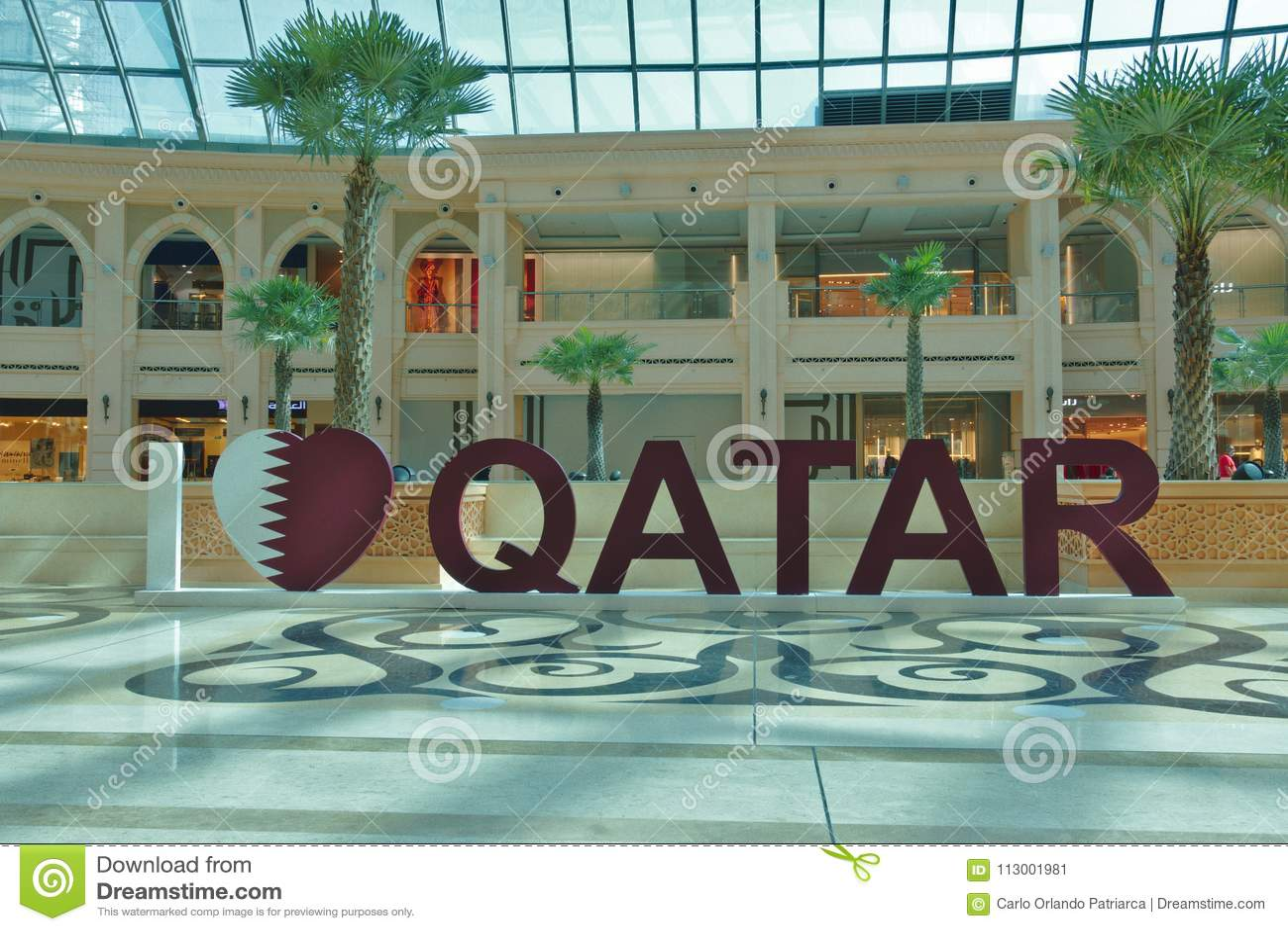 ` Tridimensionnel du Qatar d amour du ` I d écriture dans un des nombreux centres commerciaux dans Doha, Qatar