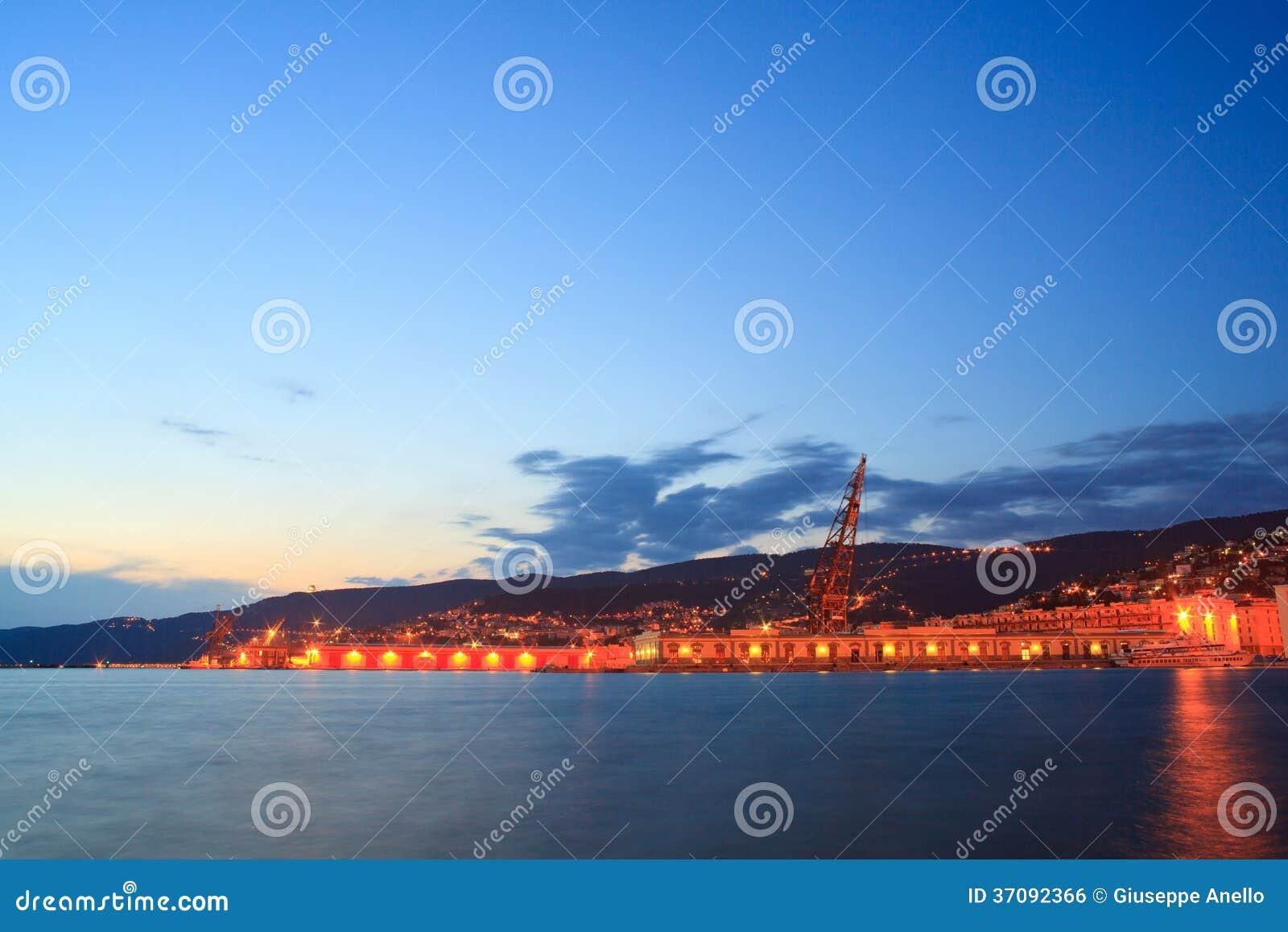 Download Trieste schronienie zdjęcie stock. Obraz złożonej z wybrzeże - 37092366