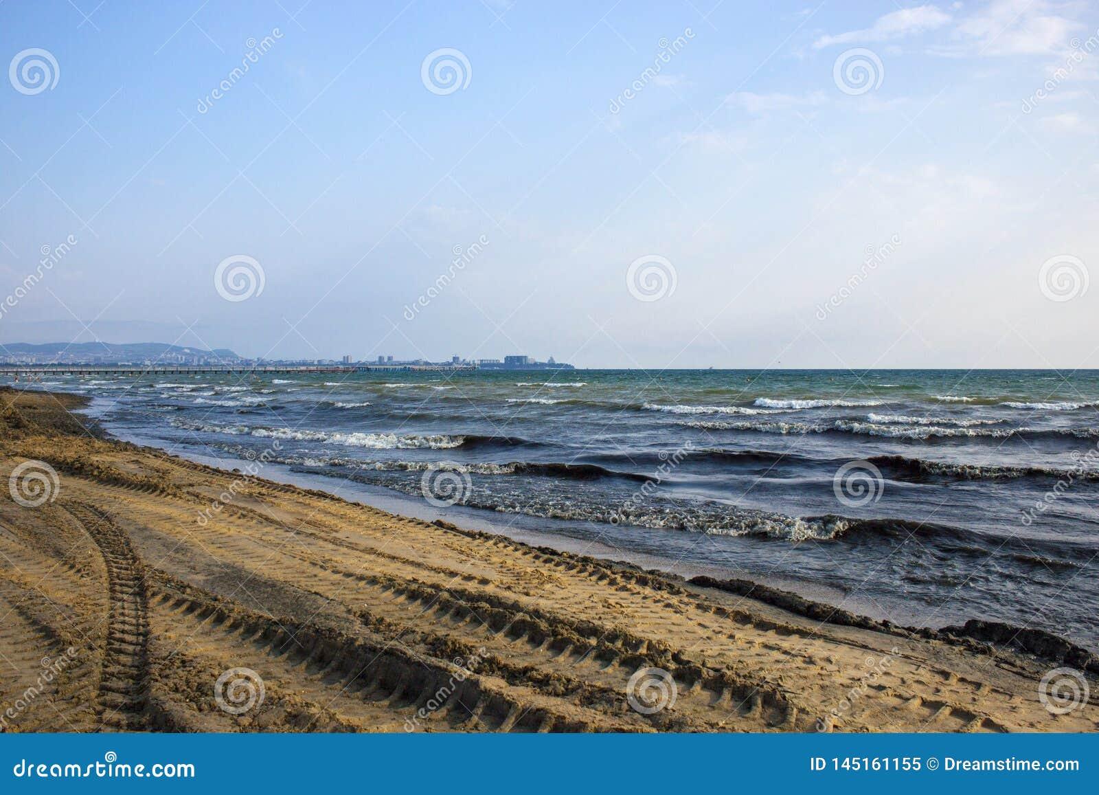 Trilha do trator na praia
