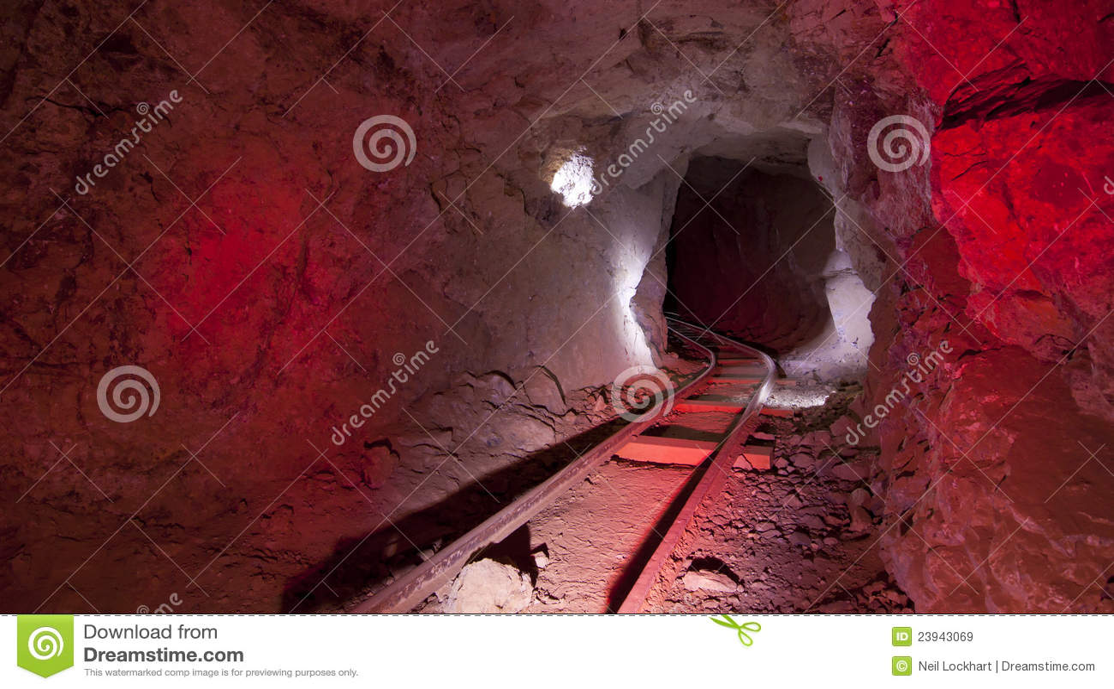 Trilhas de mina vermelhas subterrâneas