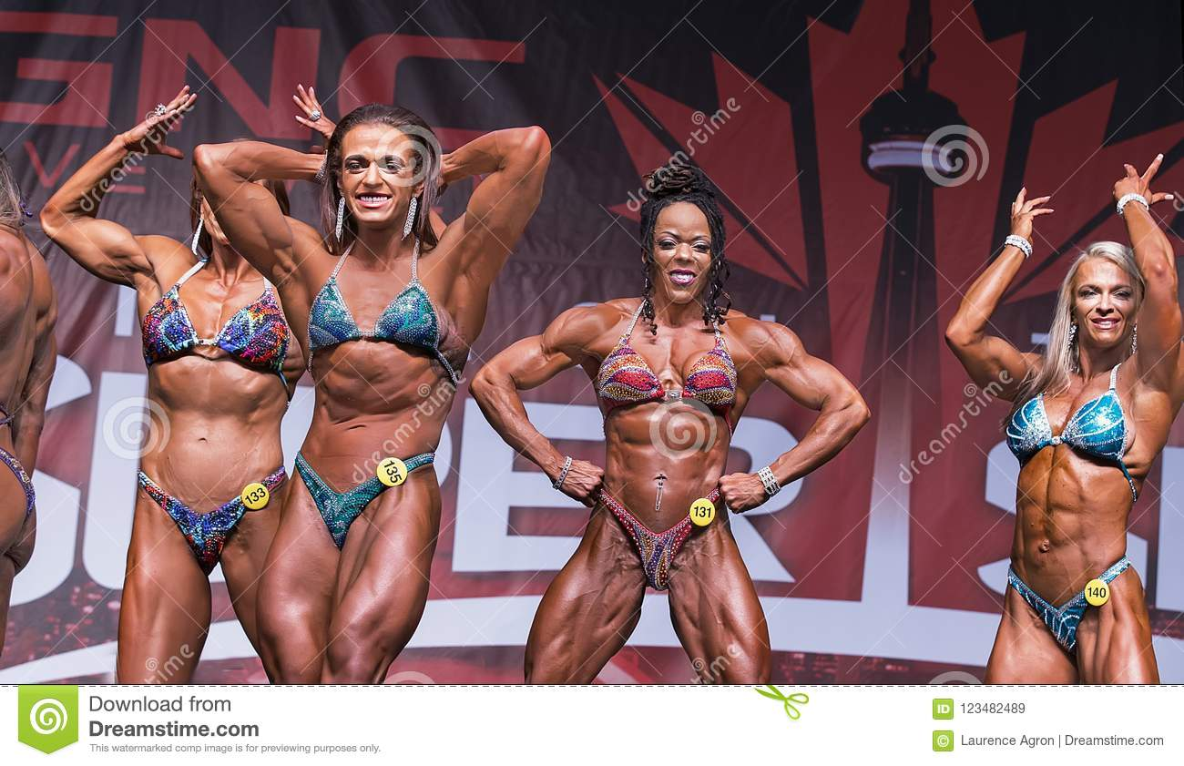 Curvy, Muscular Female Physique Athletes Posedown At 2018 Toronto