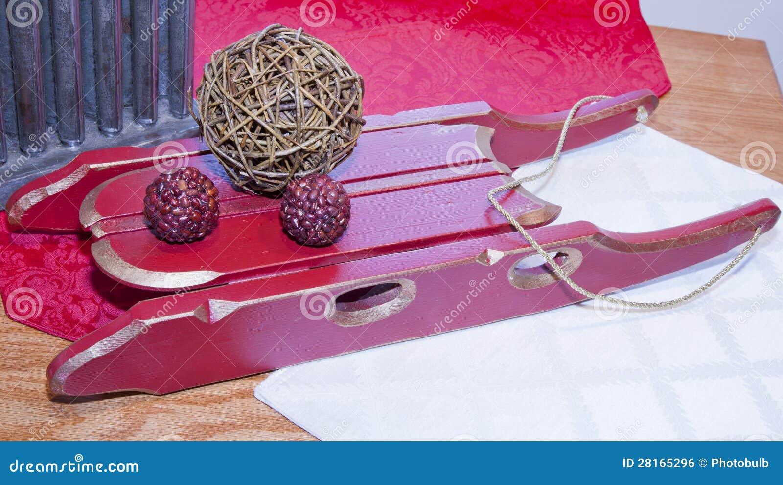 Trineo de madera hecho a mano de la navidad imagen de for Trineo madera decoracion