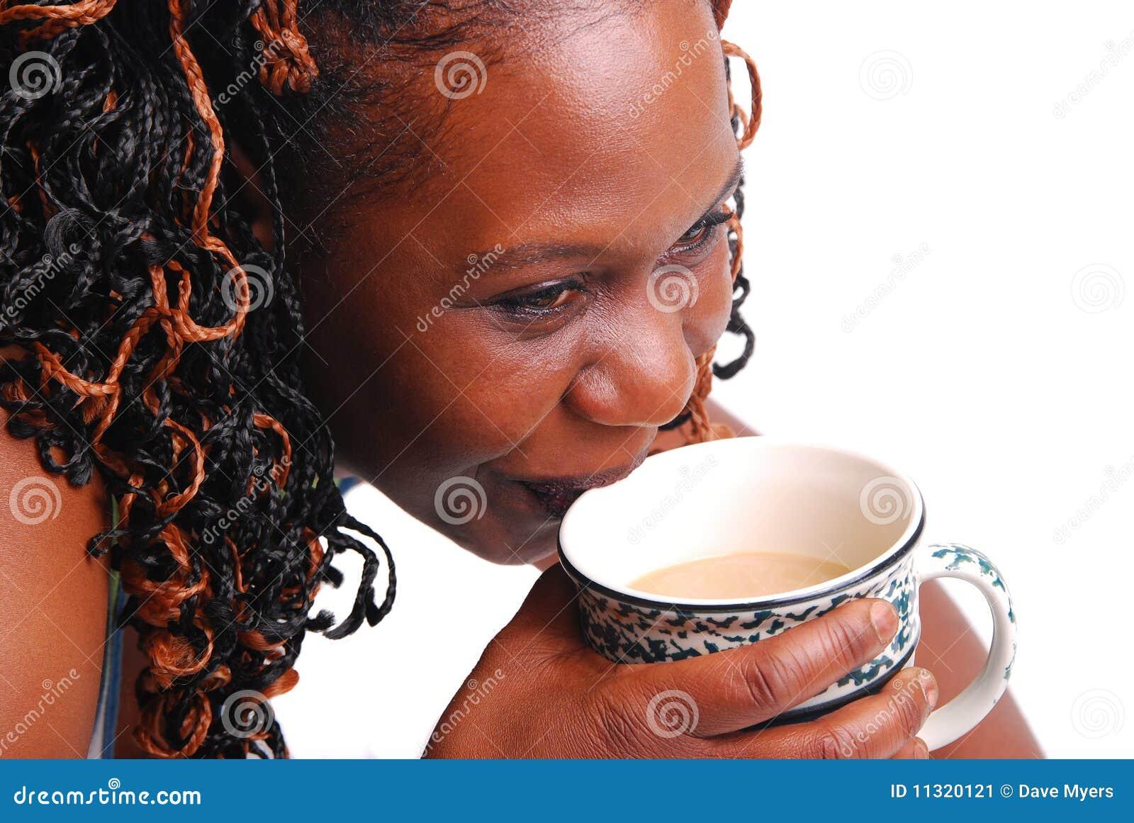 Trinkender Kaffee der Frau