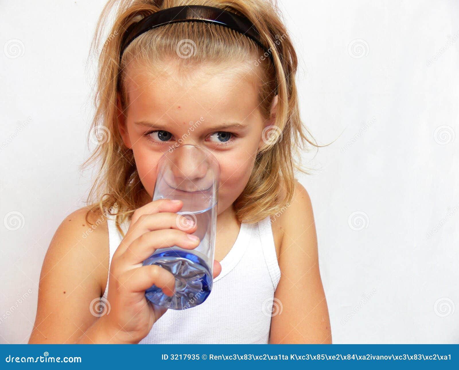 Trinkwasser des Kindes