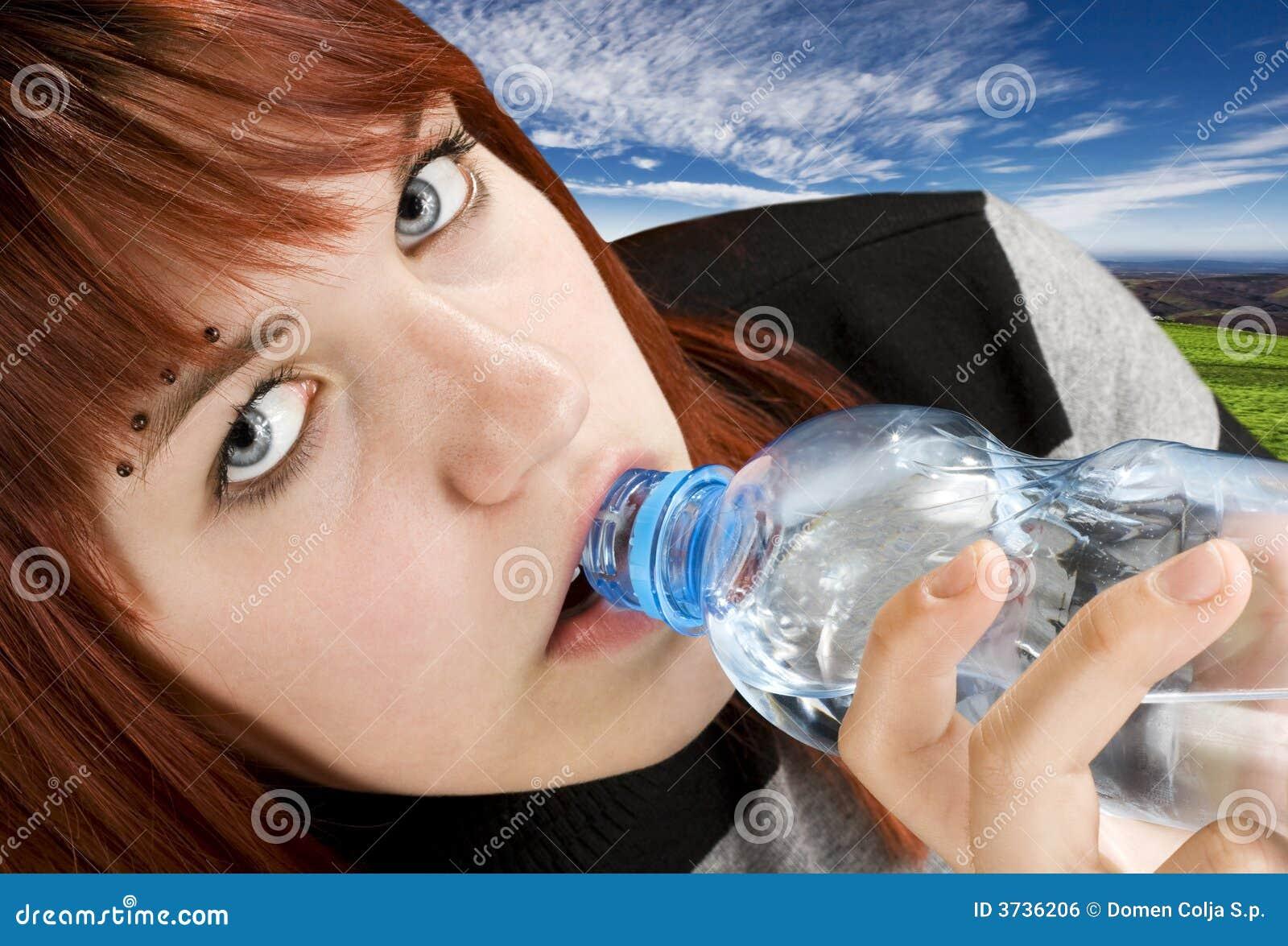 Trinkwasser des Mädchens