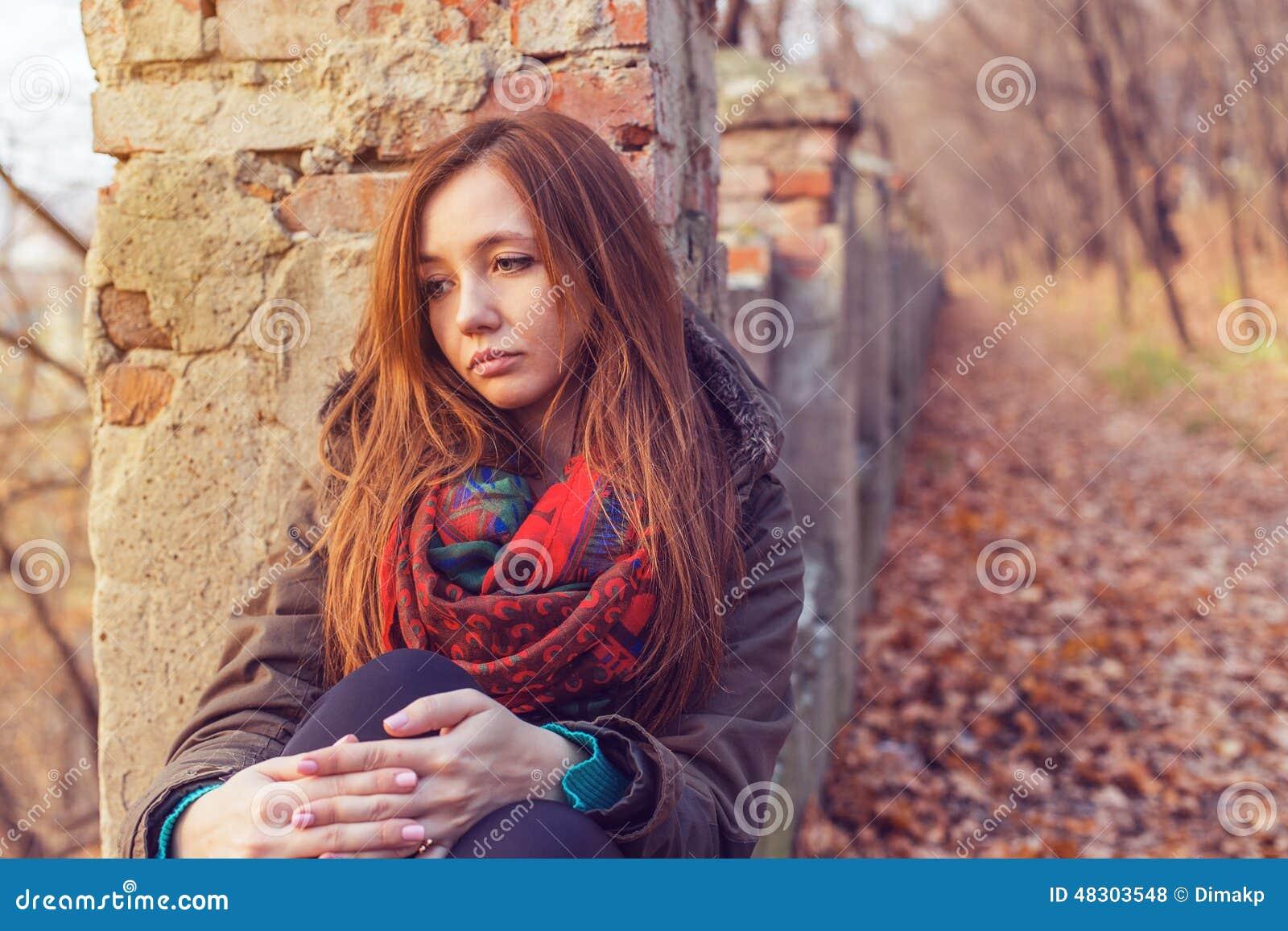 Tristesse de femme de parc