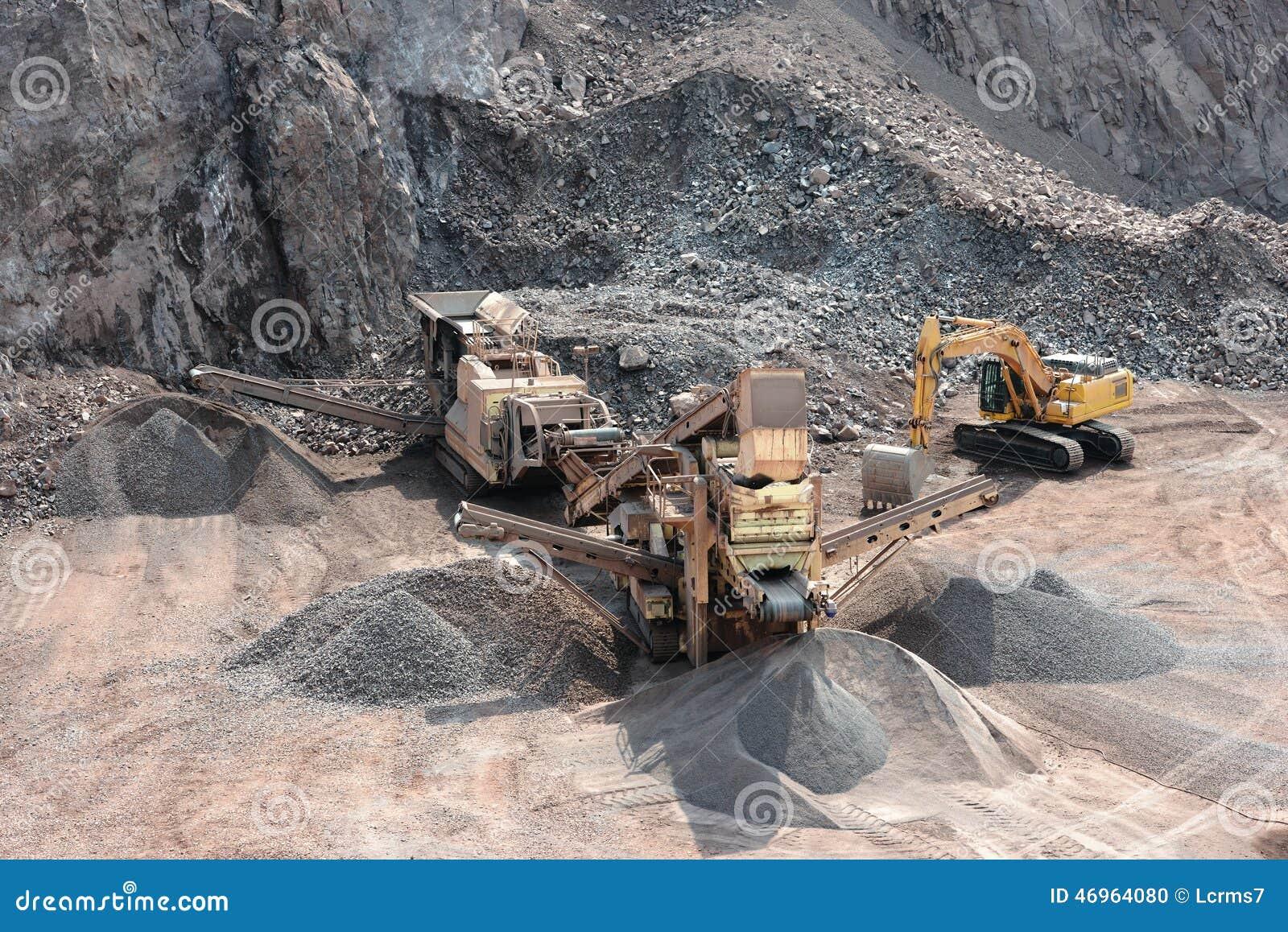 Triturador de pedra na mina de superfície