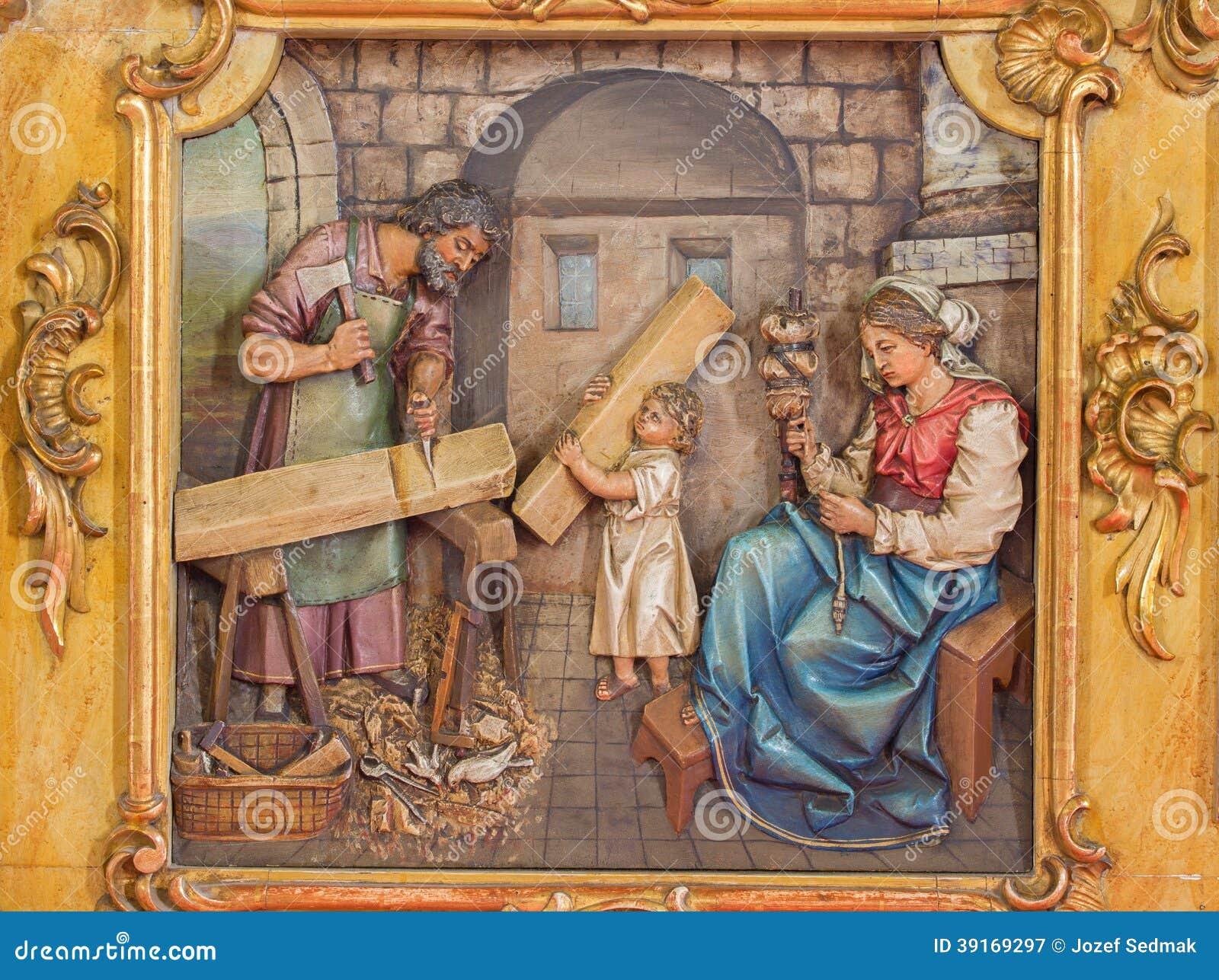 Trnava - geschnitzte Entlastung der heiligen Familie im Arbeitsraum