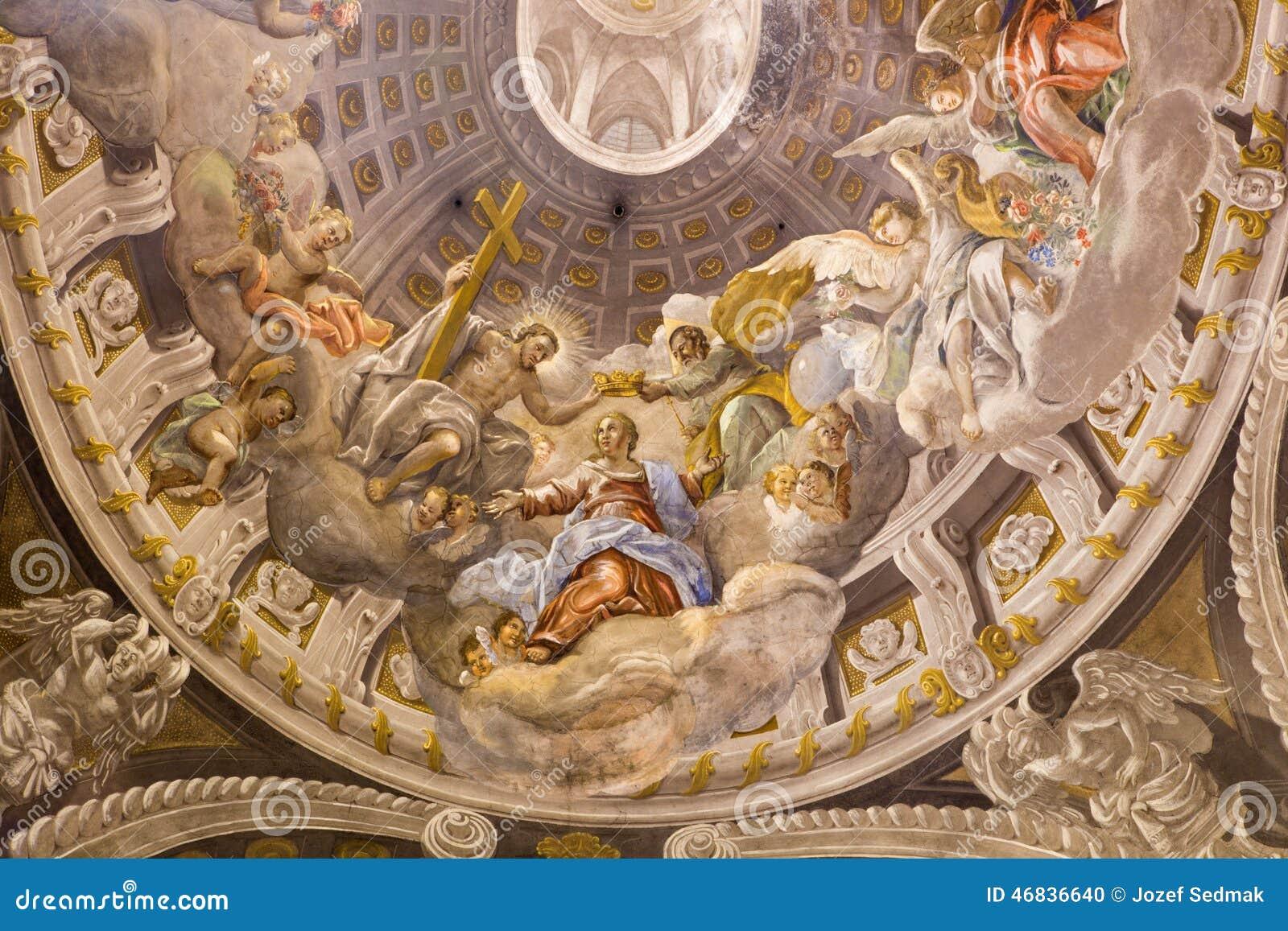 Trnava - le fresque baroque du couronnement de Vierge Marie par A Hess dans l église de Saint-Nicolas et la chapelle latérale de