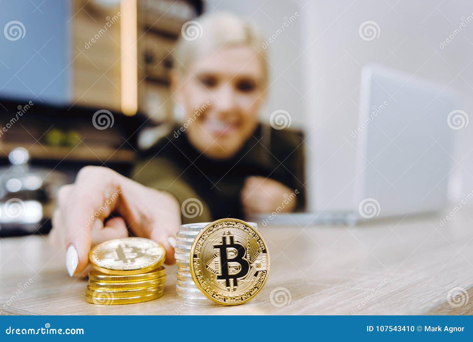 Troca do bitcoin da mulher