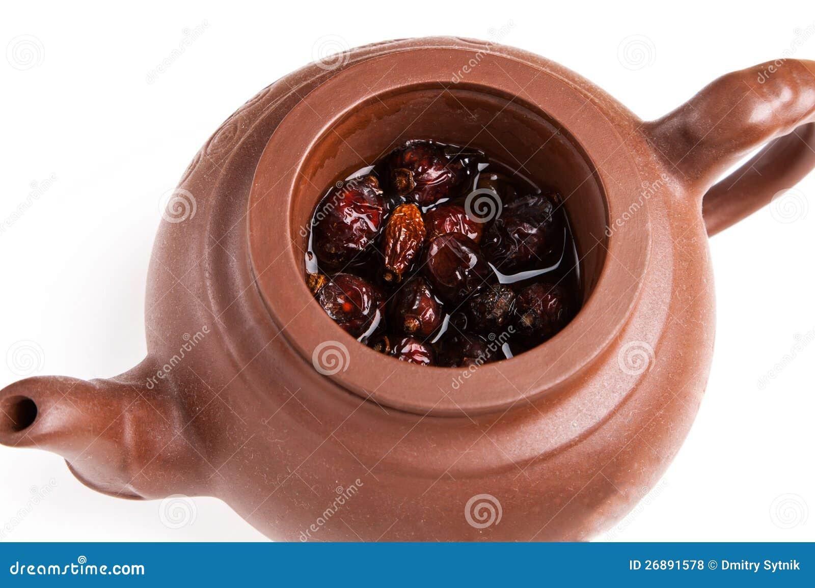 Trockener resehip Brew im Tonwaren teaopot