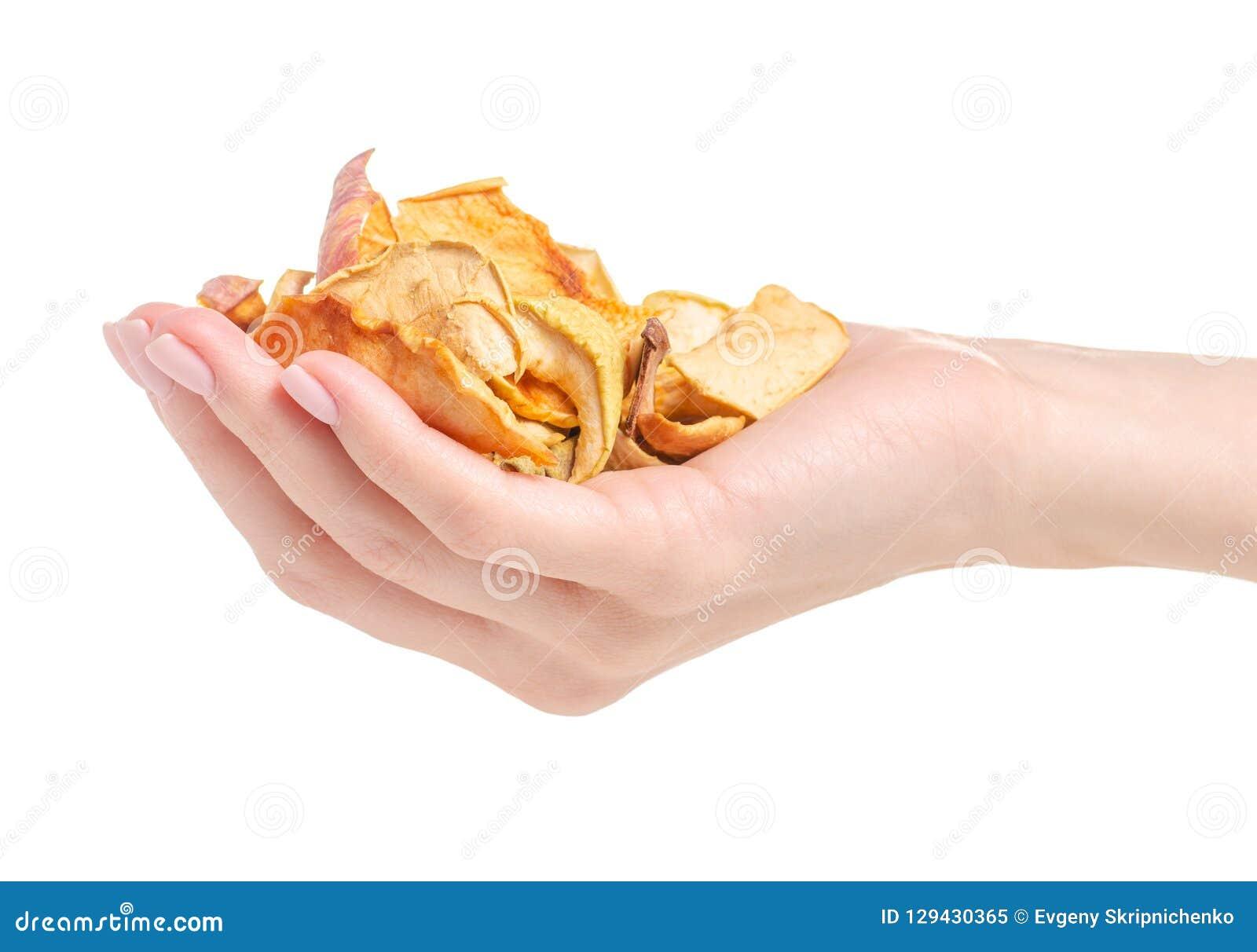 Trockenfrüchtechips in der Hand