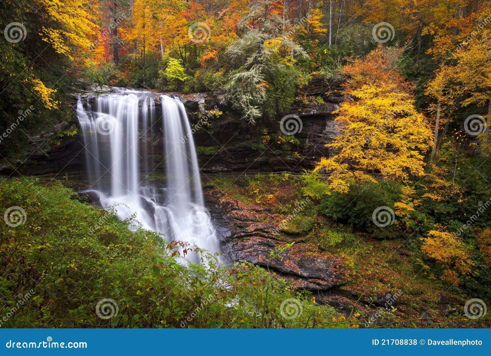 Trocknen Sie Fall-Herbst-Wasserfall-Hochländer NC-Berge