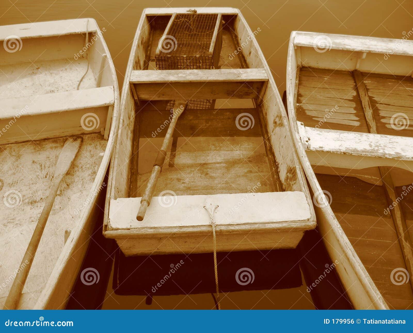 Trois bateaux à rames