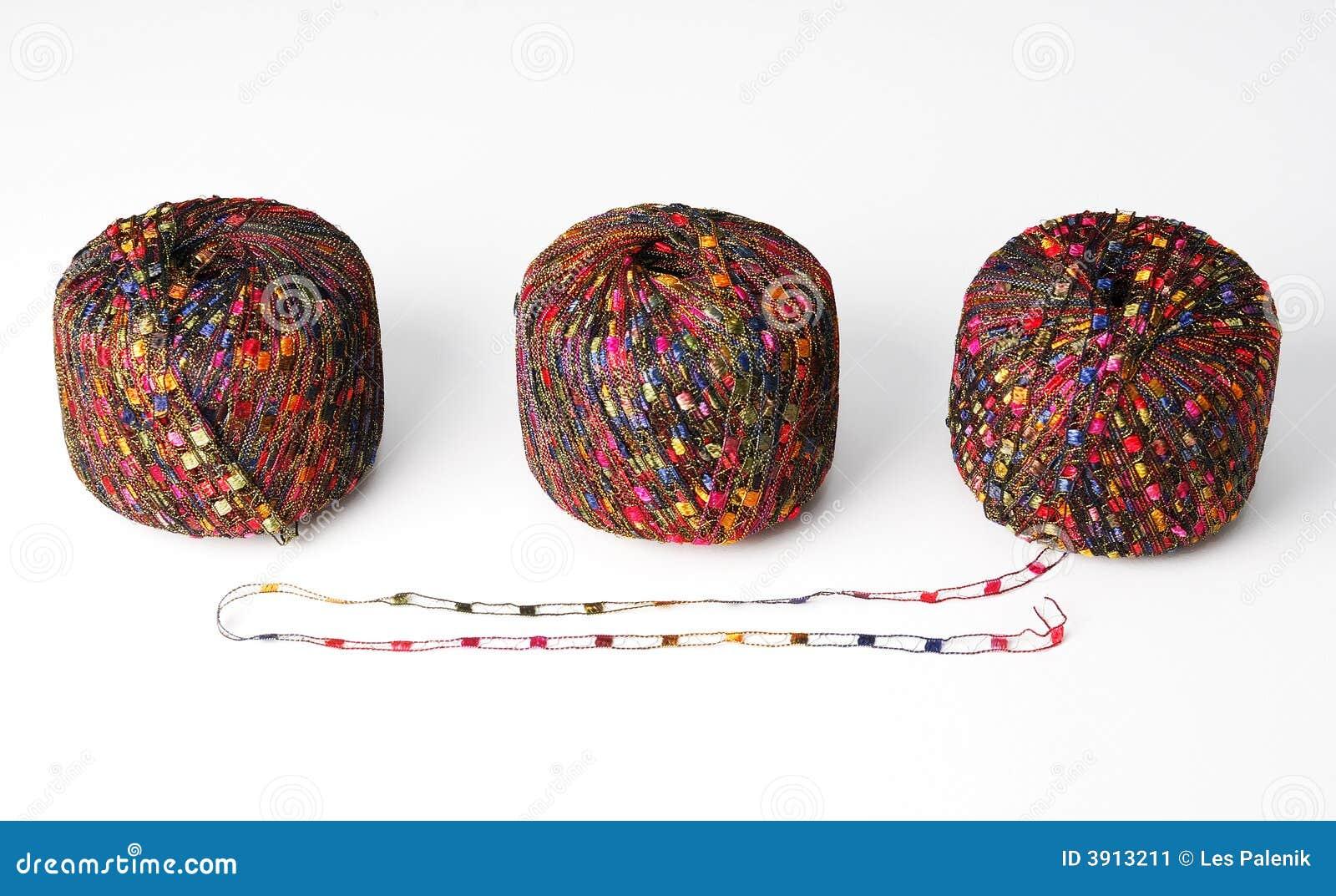 Trois billes colorées de filé - rouge