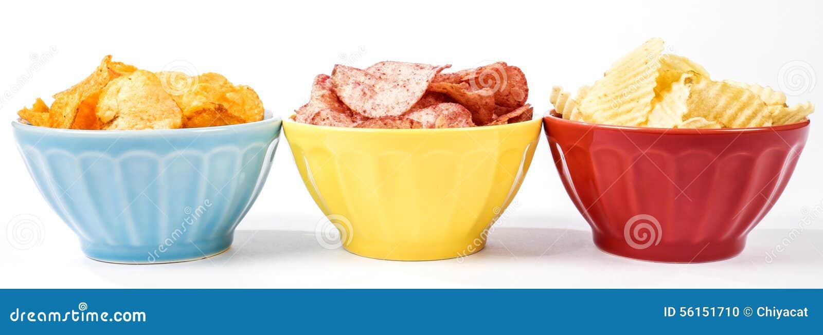 Trois bols de pommes chips des diverses saveurs #1