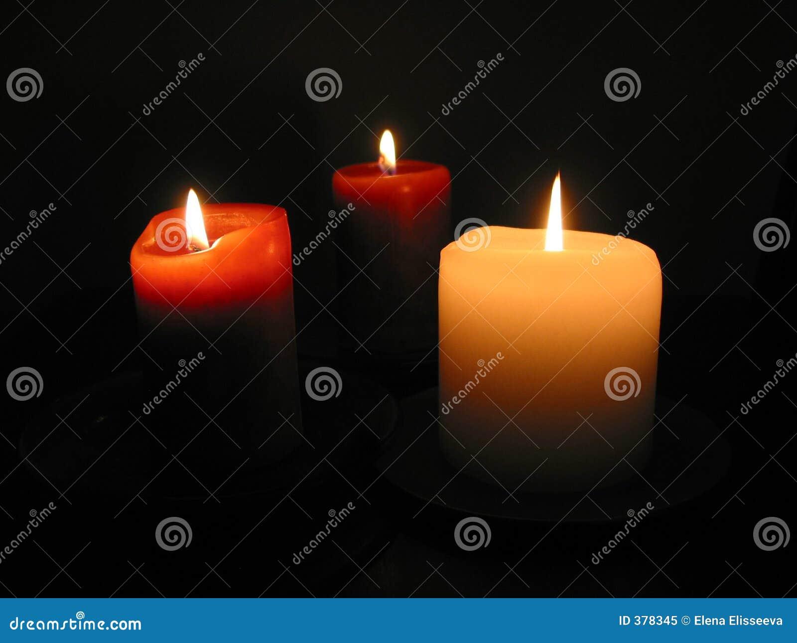 Trois bougies brûlantes 1