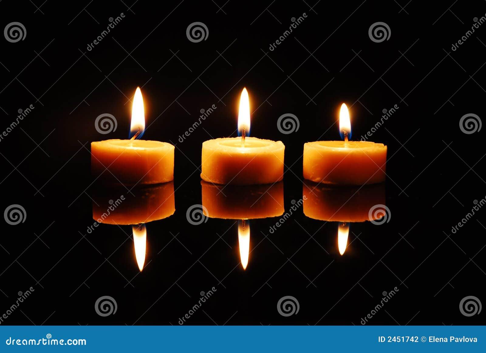 Trois bougies de flambage de cire