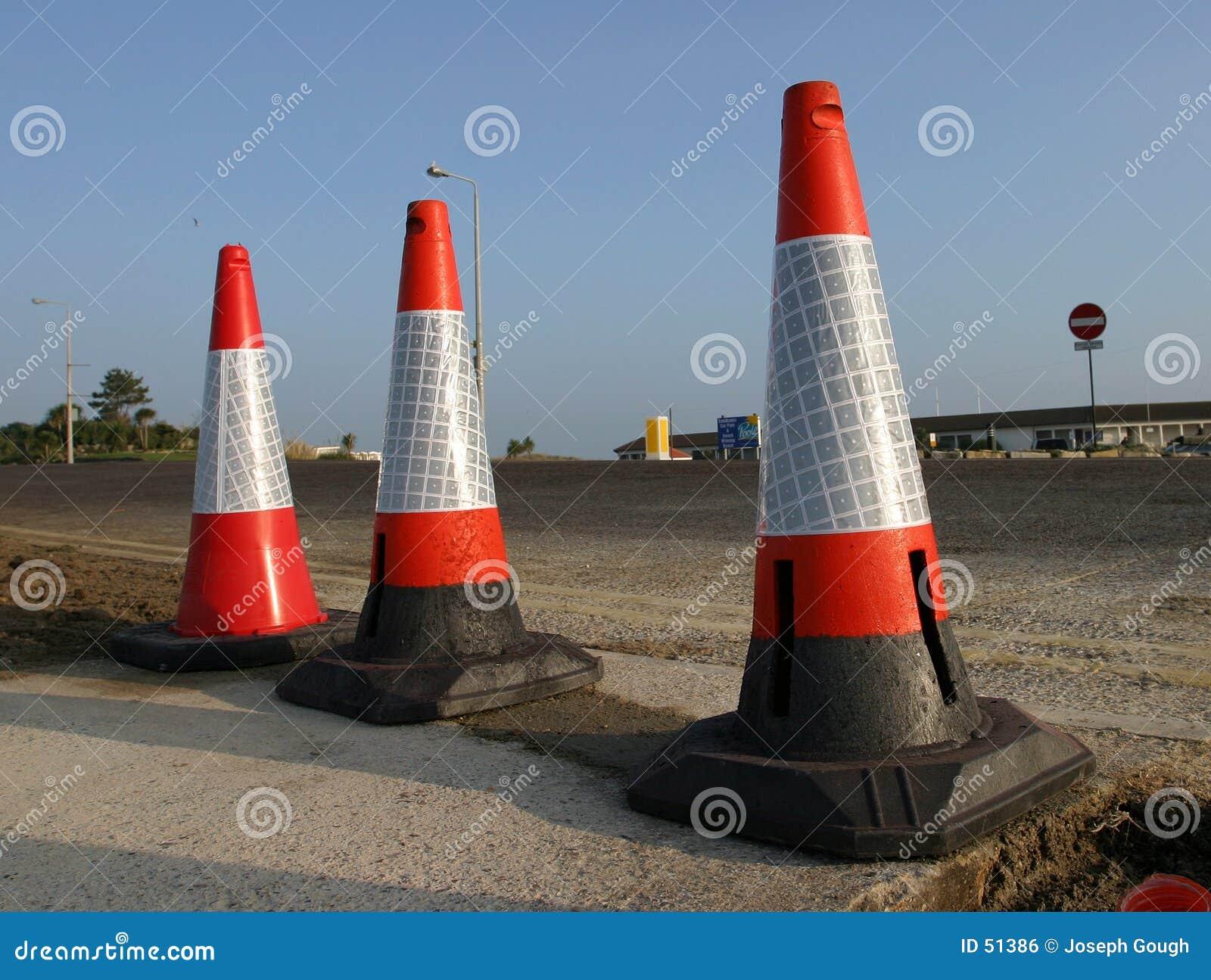 Download Trois cônes photo stock. Image du indicateur, barrière, règlements - 51386