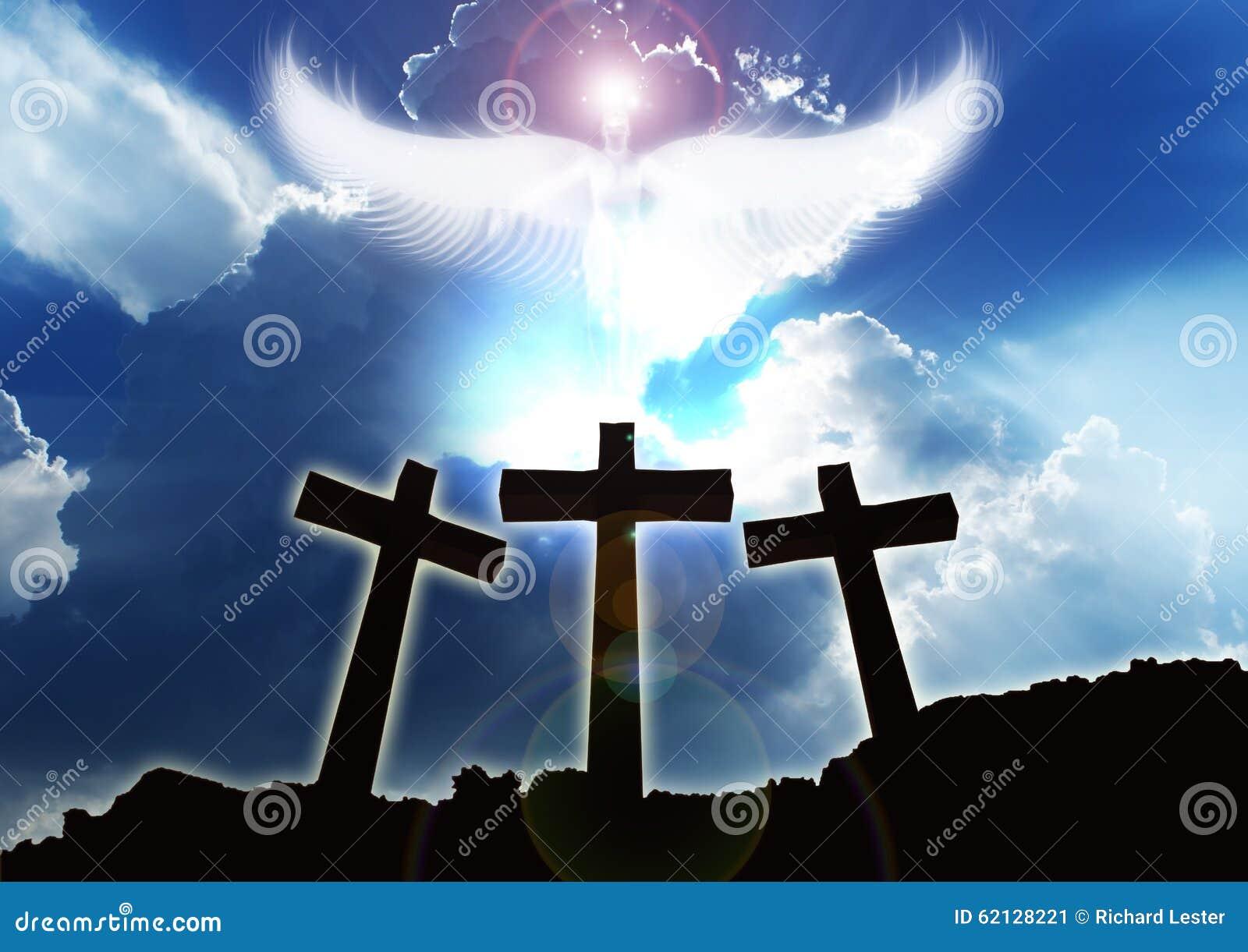 Trois croix chrétiennes, nuages en hausse d ange beaux