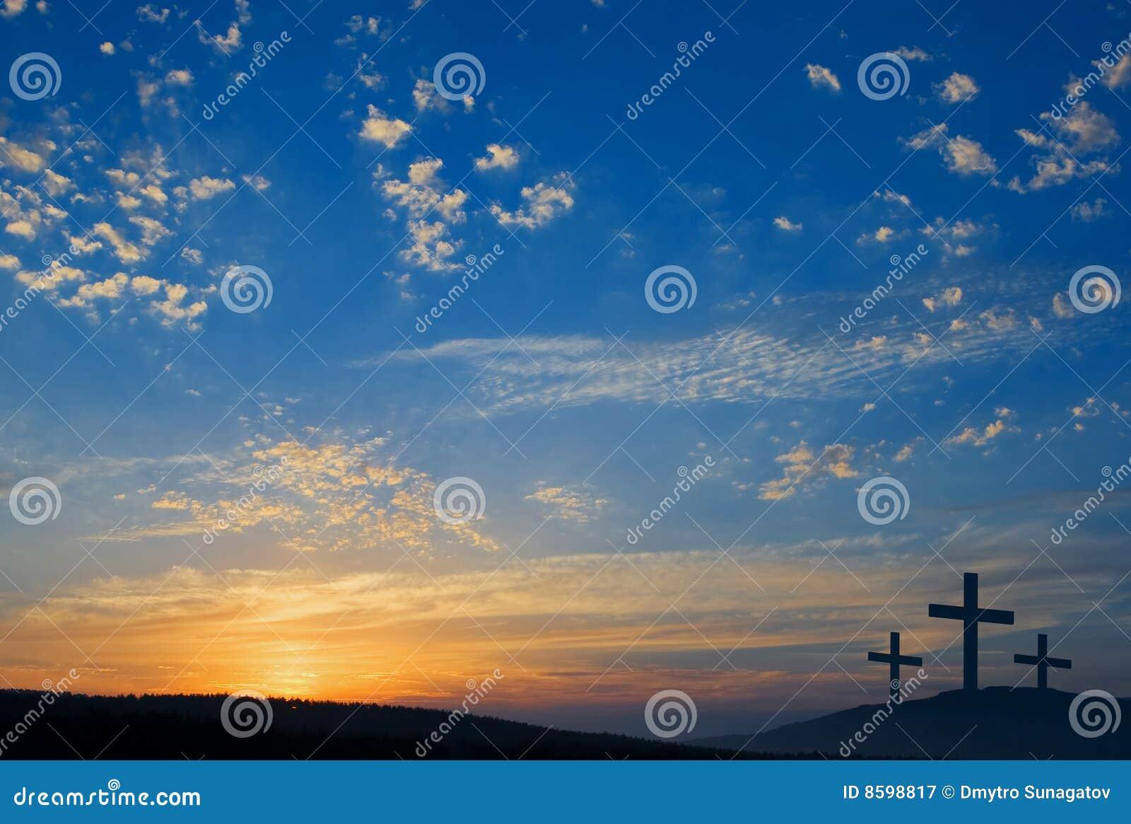 Trois crucifixions sur la côte